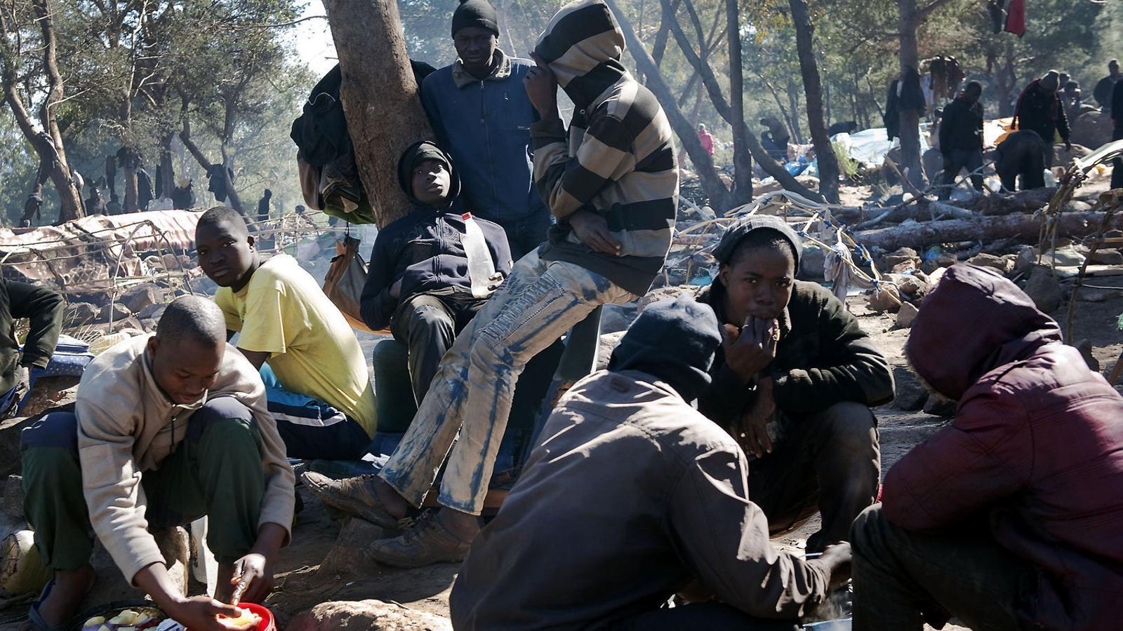 REFUGIADOS-UE II - Página 3 Oxfam-Espanya-reagrupament-familiar-refugiats_1817228286_42385693_651x366