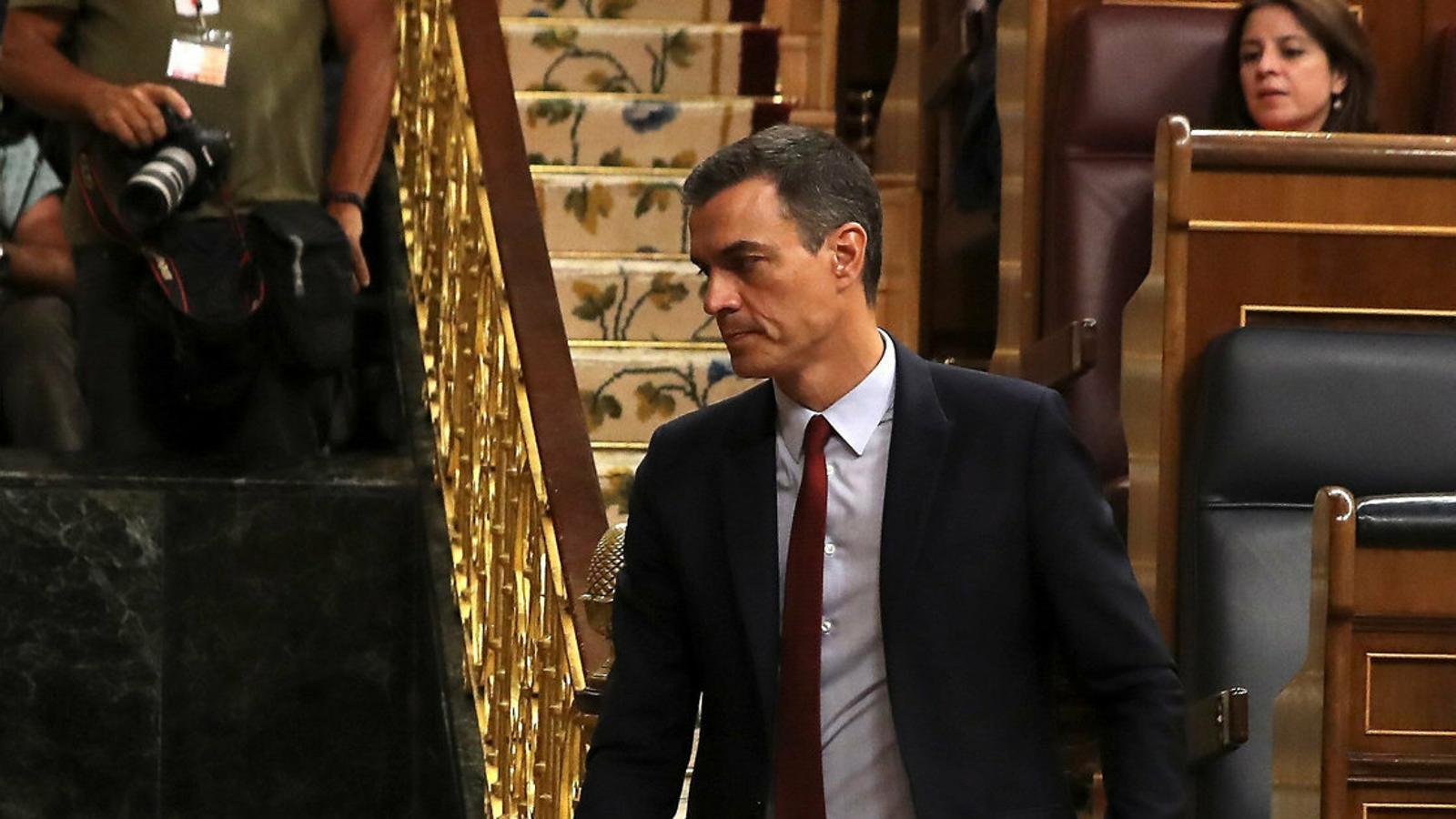 Pedro Sánchez dirigint-se a la tribuna d'oradors del Congrés durant el ple d'ahir.