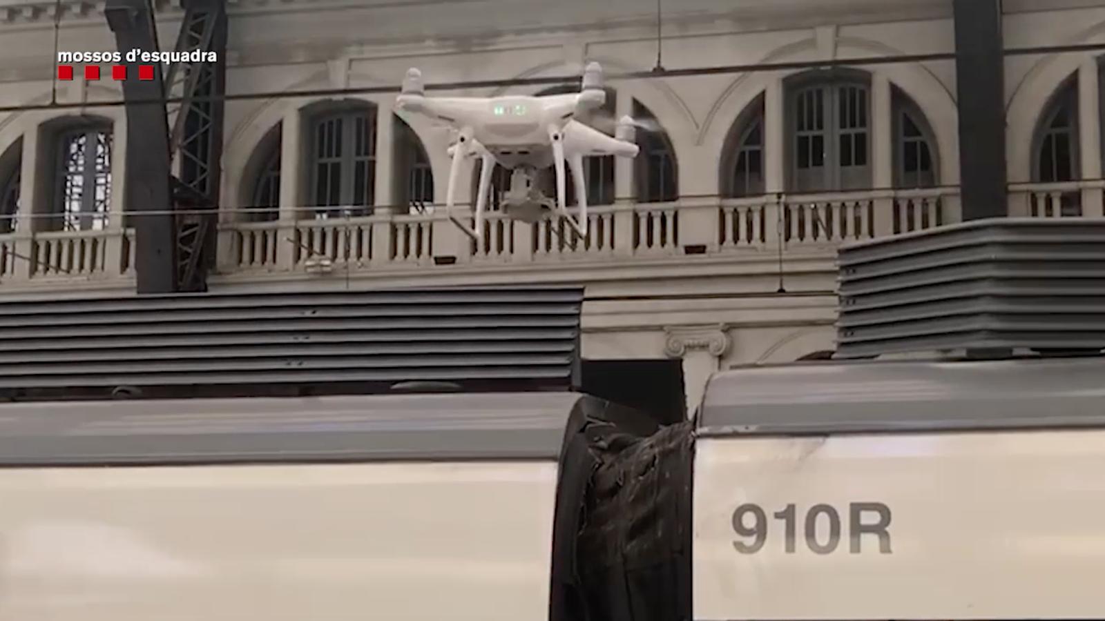 Els Mossos investiguen amb un dron l'accident d'un tren a l'estació de França