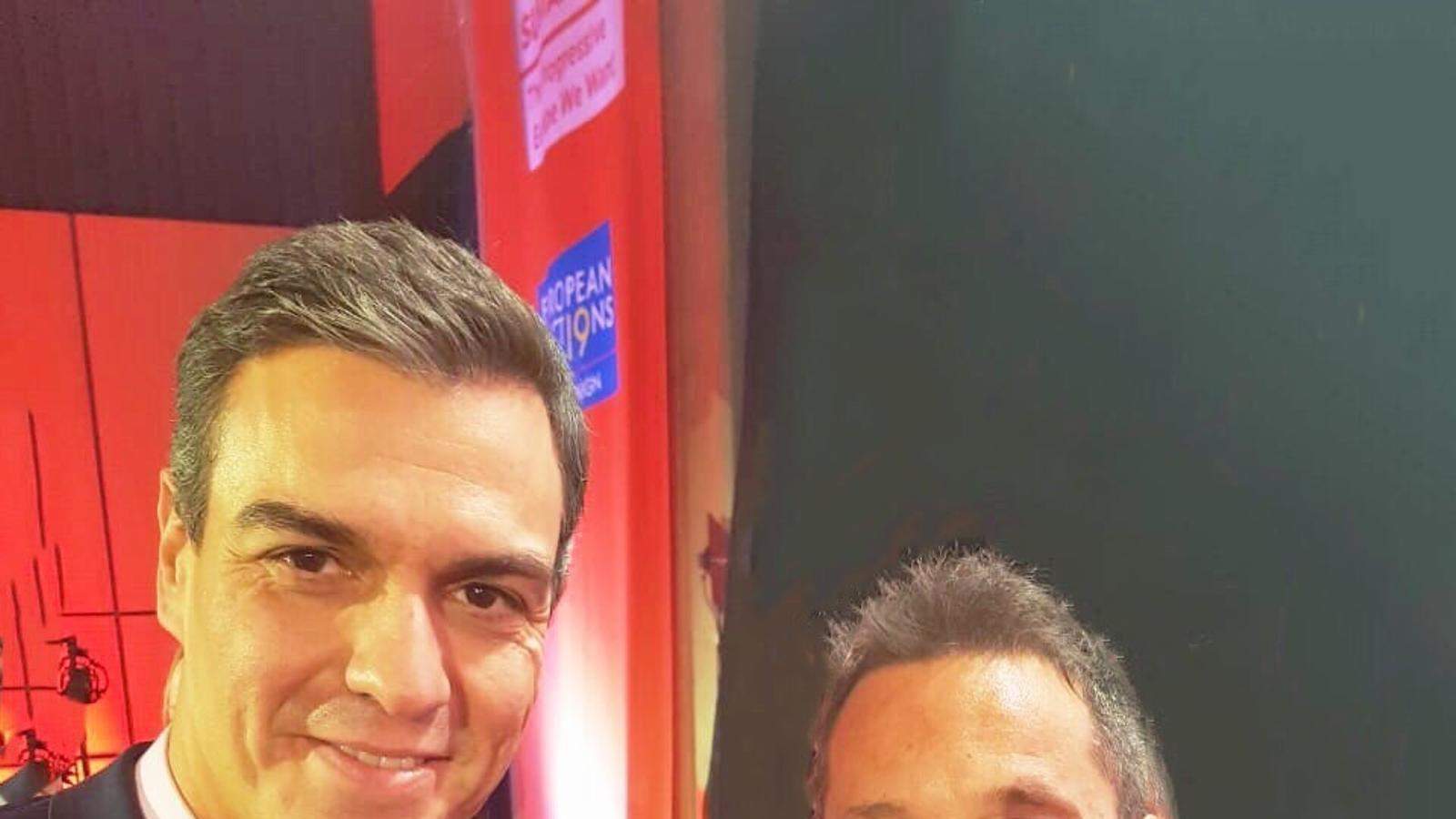 El conseller general del PS, Pere López, i el president del Govern espanyol, Pedro Sánchez. / PS