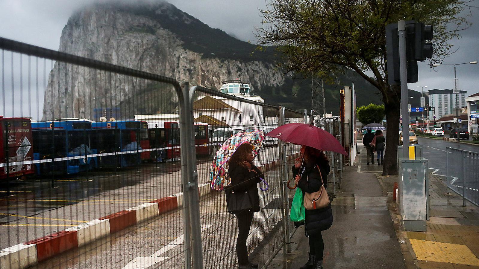 """Pressió del PP i el PSOE perquè l'Eurocambra accepti el peu de pàgina que descriu Gibraltar com una """"colònia"""""""