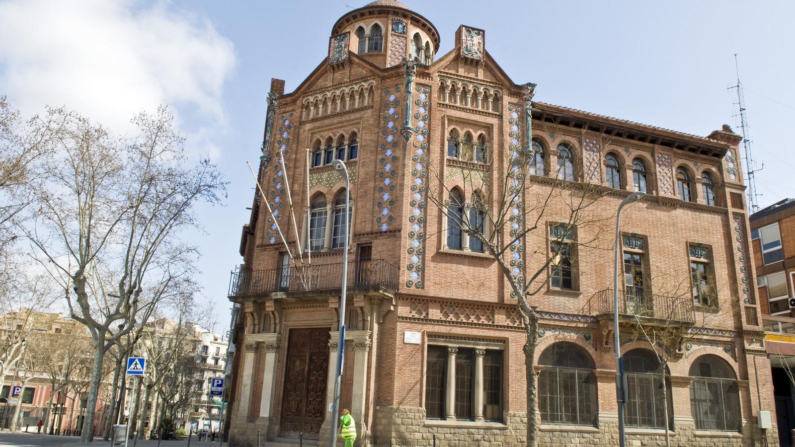 Resultat d'imatges de Palau de la Premsa de Madrid