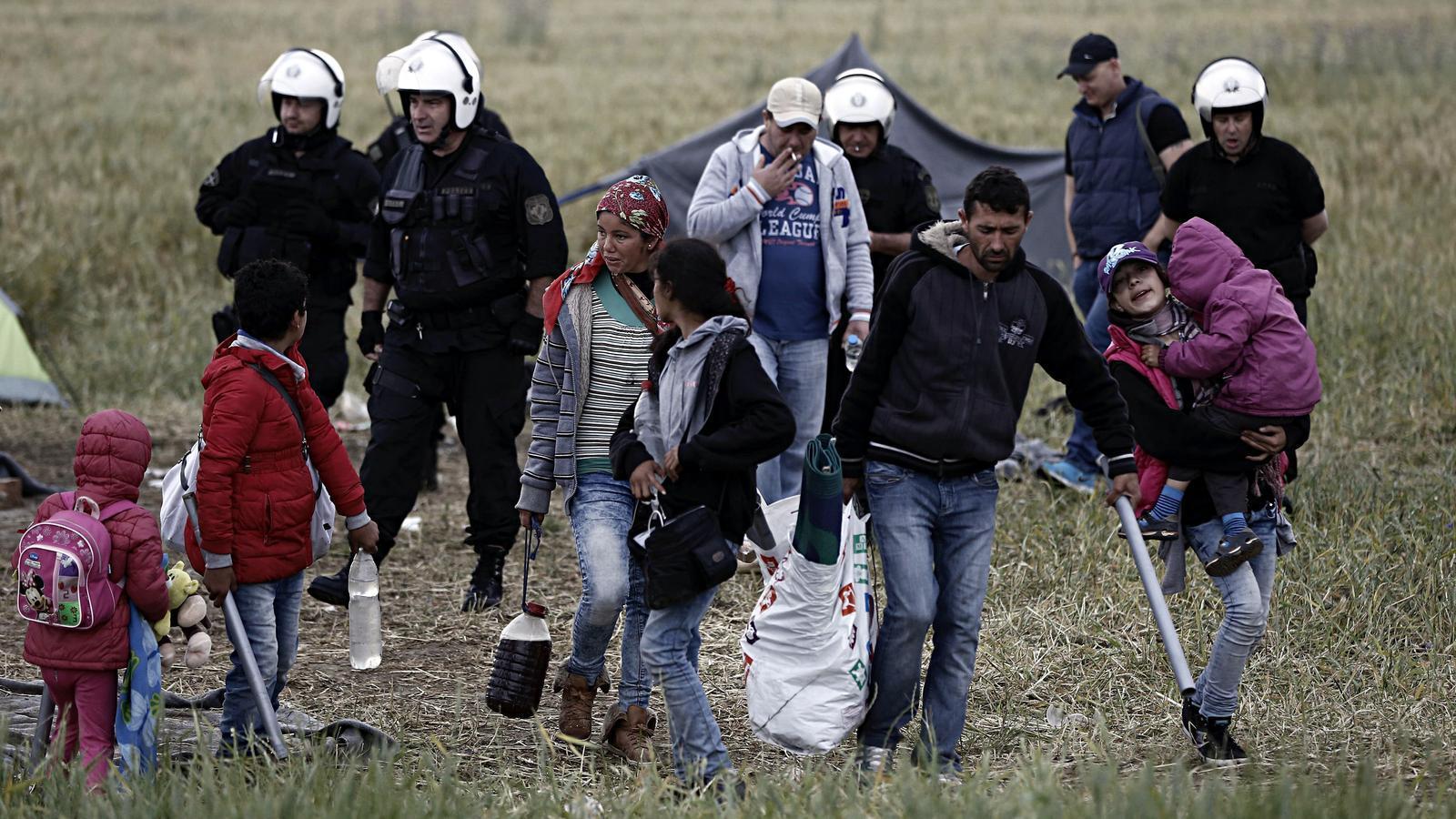 La policia grega comença a desallotjar el camp de refugiats d'Idomeni