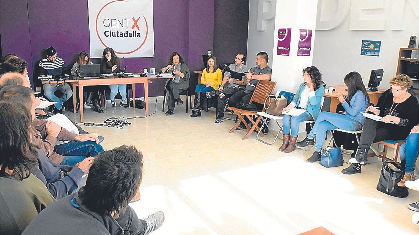 La secretària general de Podem, Mae de la Concha, es dirigeix als seus durant el Consell Ciutadà Autonòmic que tingué lloc ahir a Ciutadella.