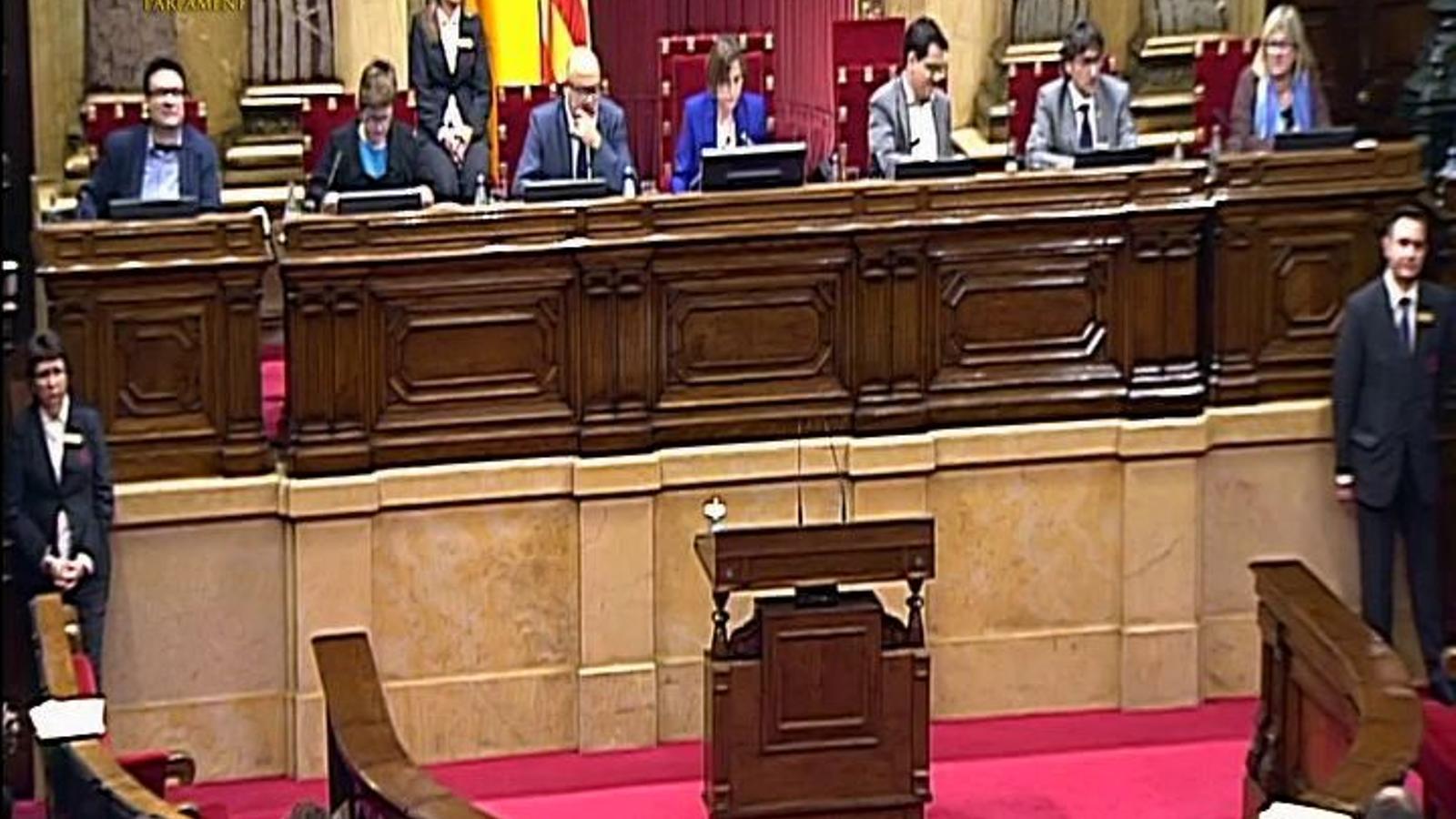 Levy replicant a Coscubiela al Parlament