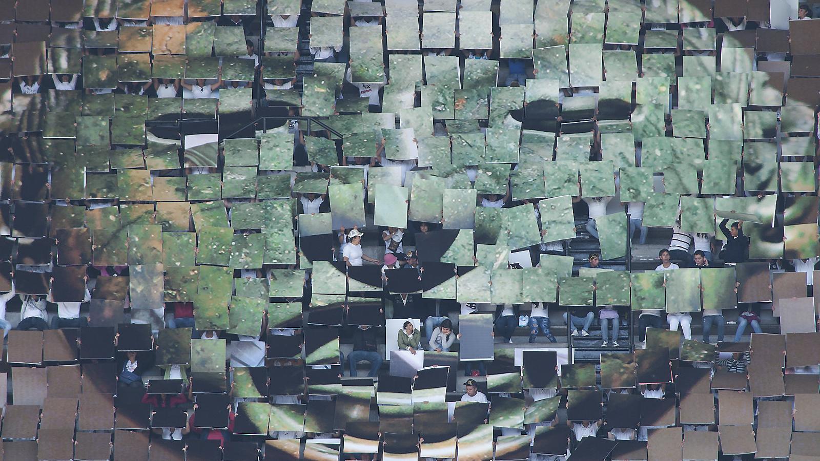 Fotograma del vídeo de Melanie Smith i Rafael Ortega Aztec Stadium.