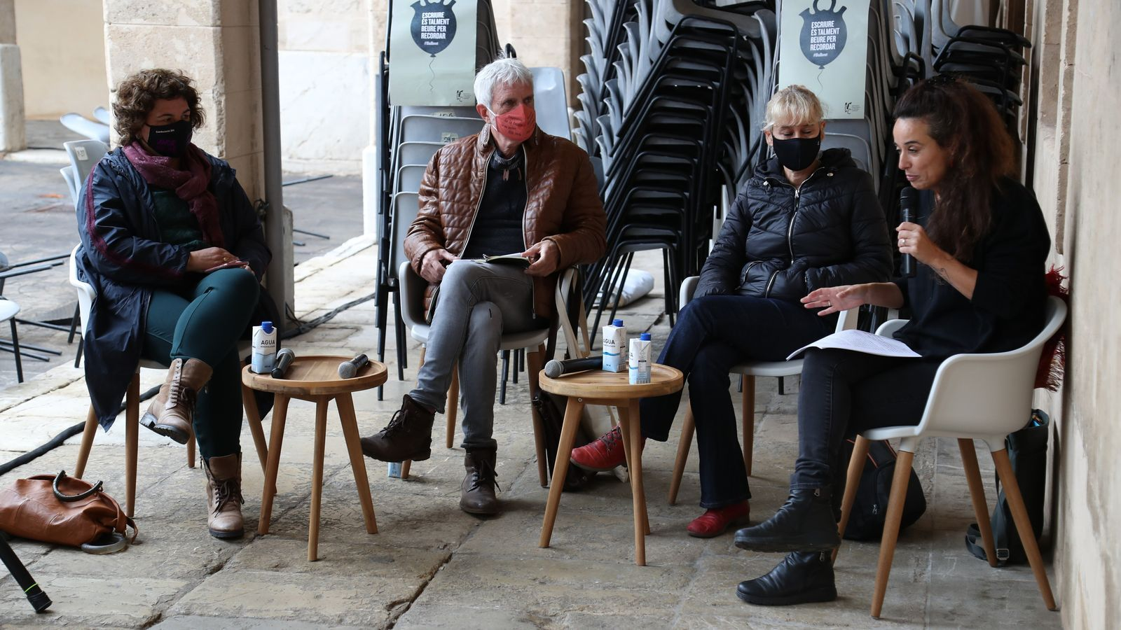 Mar Rayó -a la dreta-, moderant el debat sobre la literatura catalana amb l'escriptor J. M. Vidal Illanes, la llibretera Silvana Vogt i la professora Francesca Vallbona.