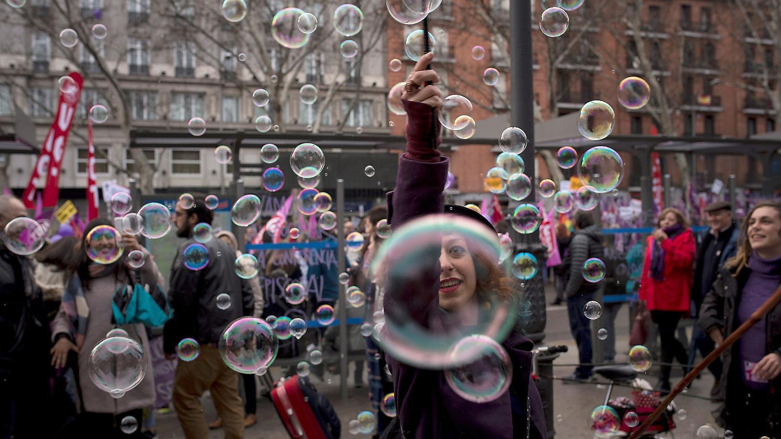 Les protestes d'ahir a Madrid van tenir tant un marcat accent festiu com una forta càrrega reivindicativa per la igualtat.