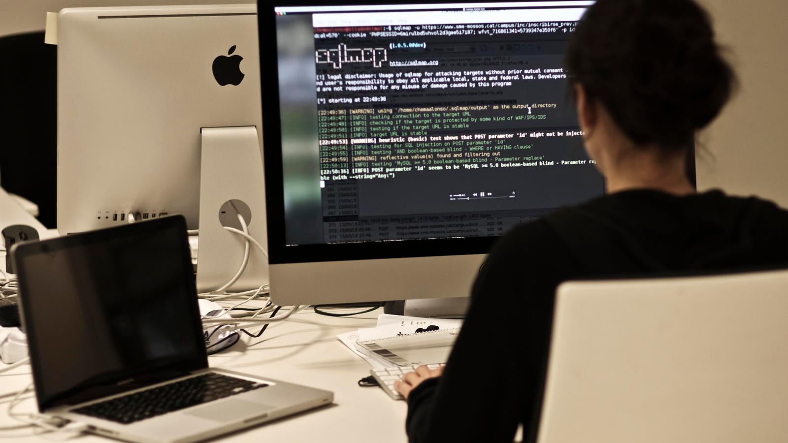 El vídeo publicat per Phineas Fisher mostra com va fer l'atac informàtic al Sindicat de Mossos d'Esquadra