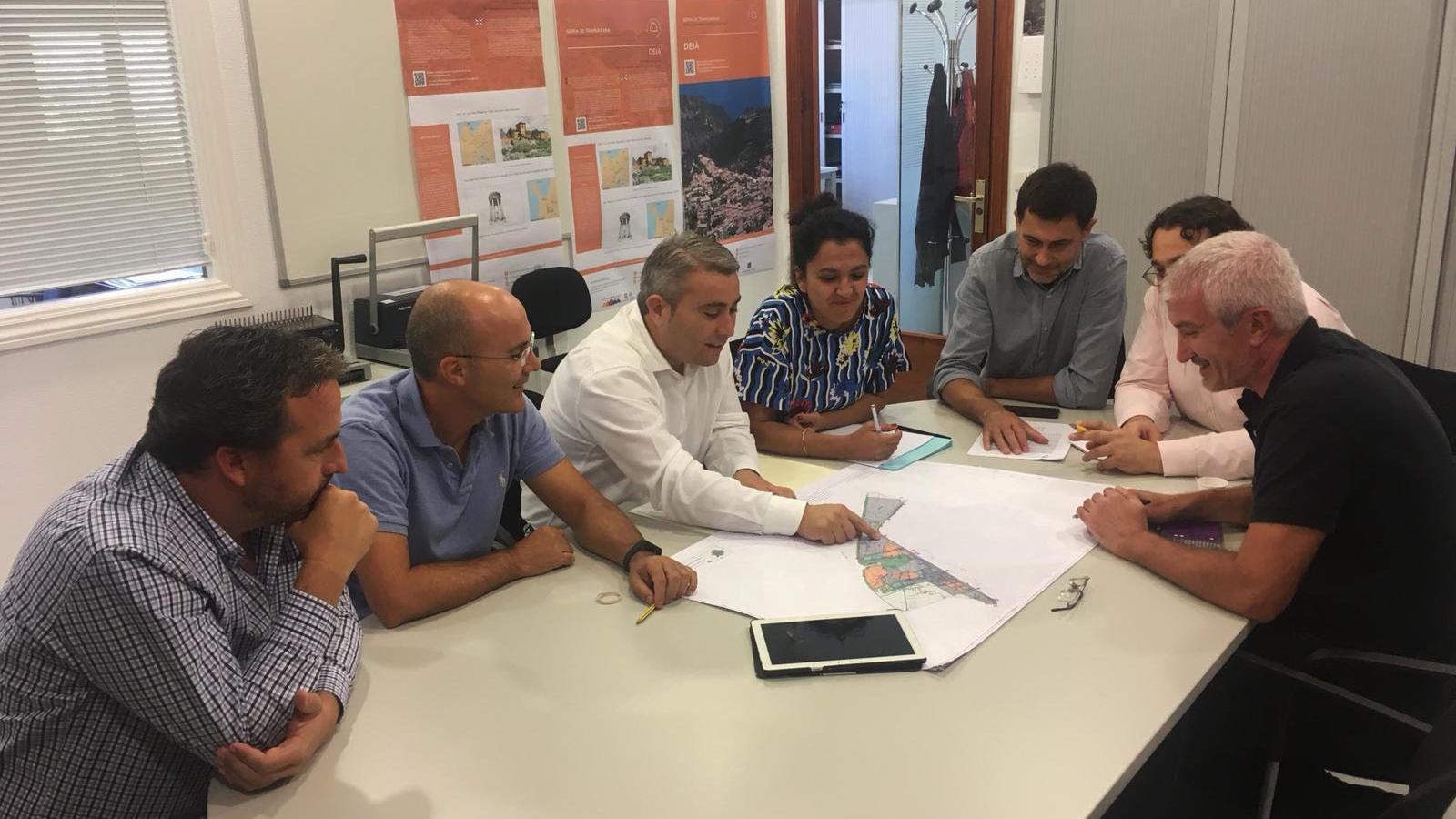 El batle Moreno, en una reunió sobre urbanisme.