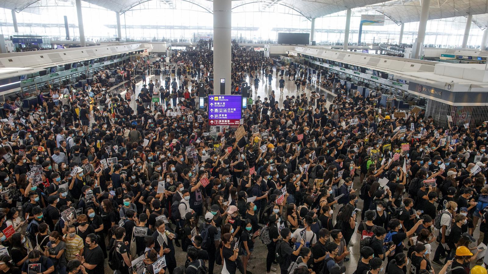 Hong Kong cancel·la tots els vols per les protestes