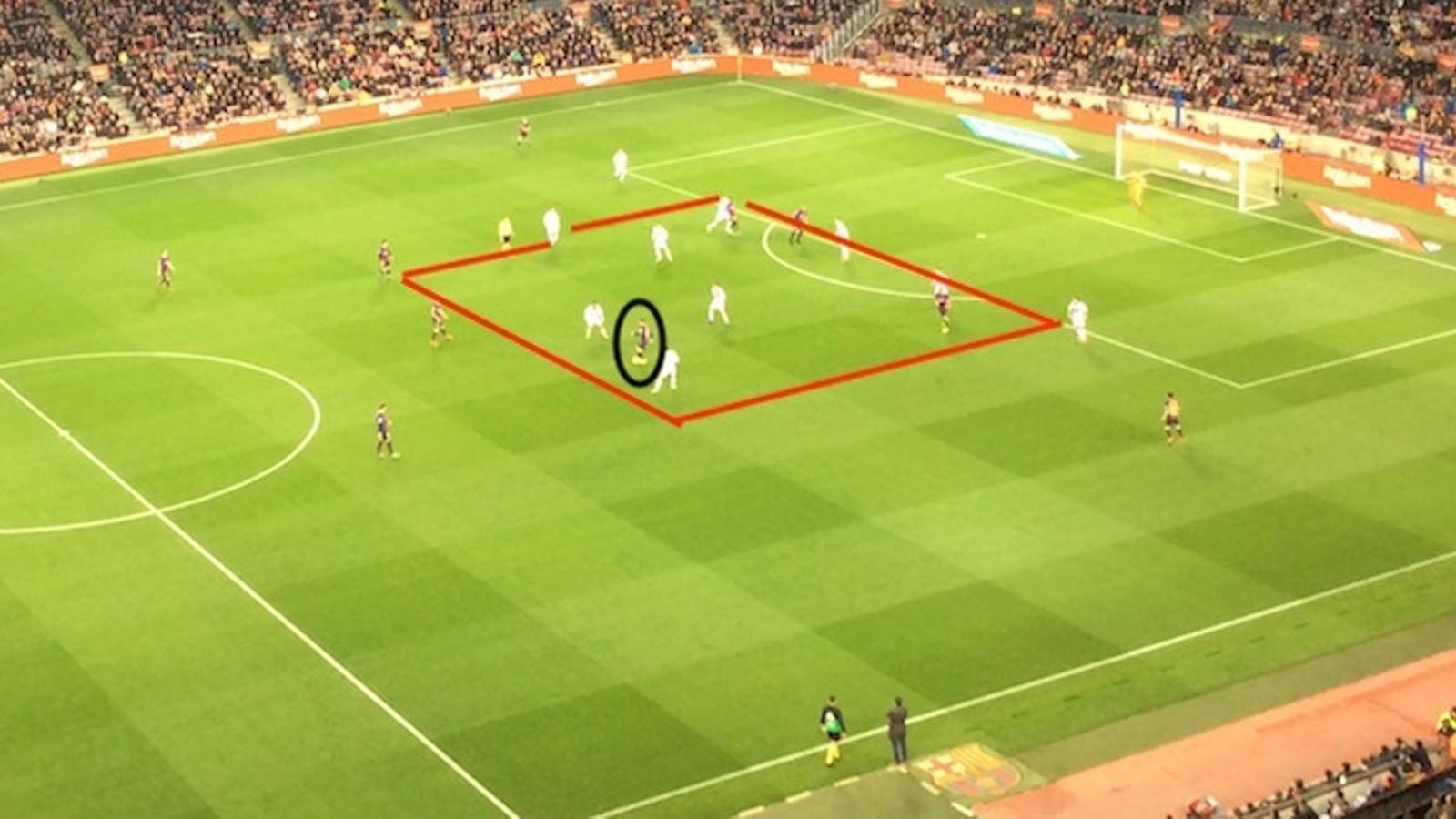 Messi s'entesta a avançar per on més jugadors acumula el Valladolid