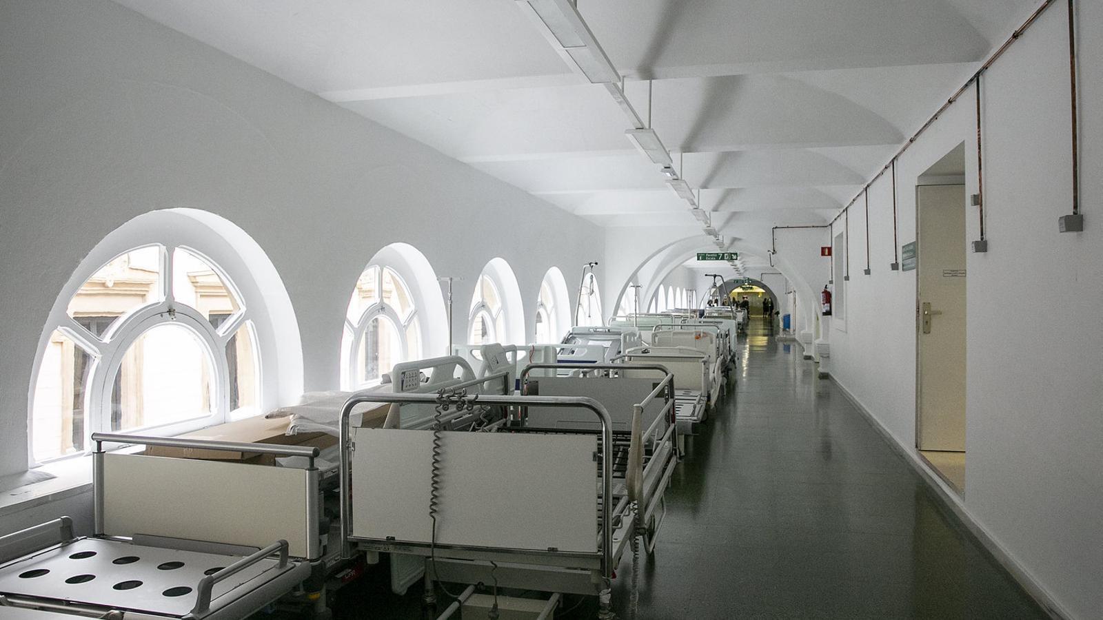 L'edifici actual de l'Hospital Clínic a l'Eixample de Barcelona. Les instal·lacions fa anys que han quedat petites i obsoletes.