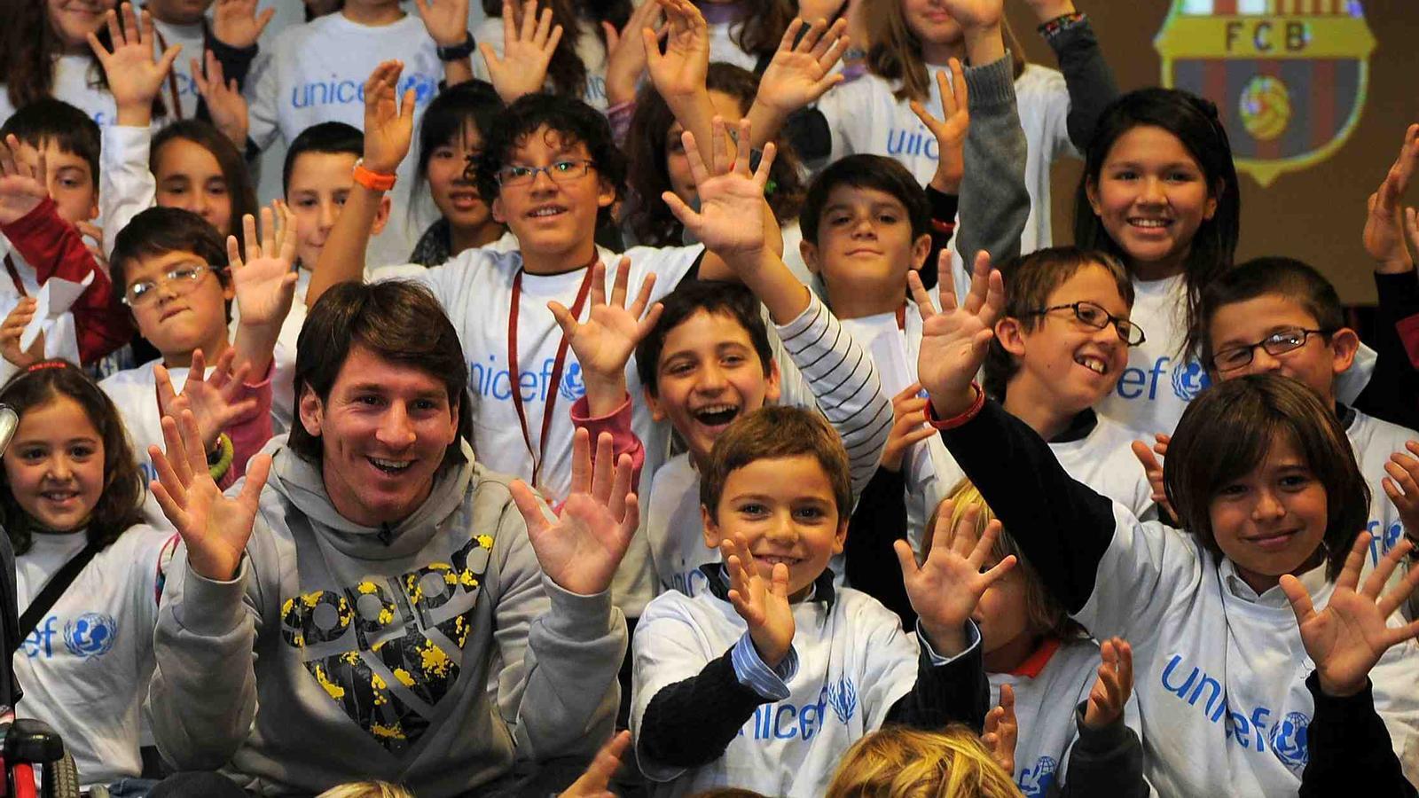 Messi, entre tots els nens que han participat en la trobada