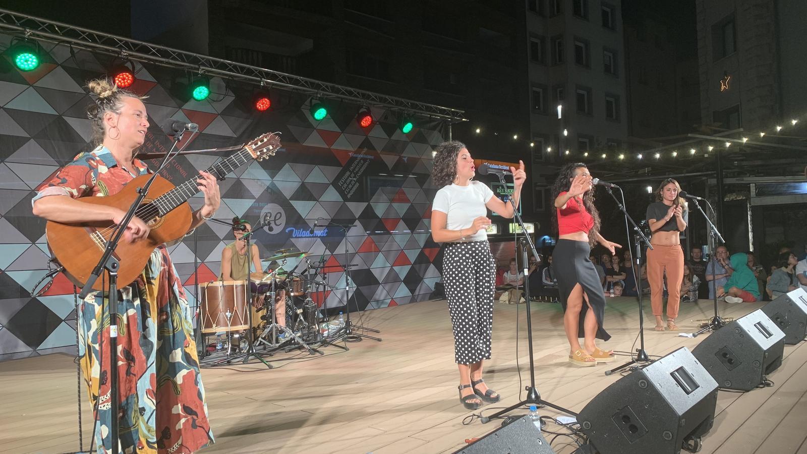 El grup Maruja Limon va actuar el passat 15 d'agost a la plaça dels Coprínceps. / C. A.