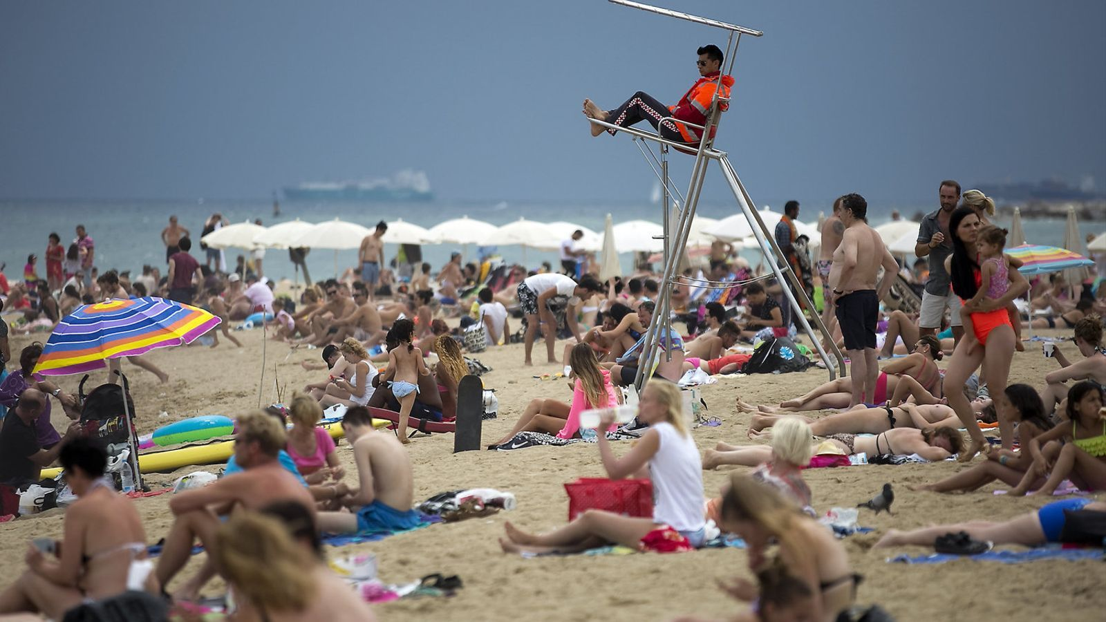 Els socorristes demanen que es posi ordre i criteri a les platges