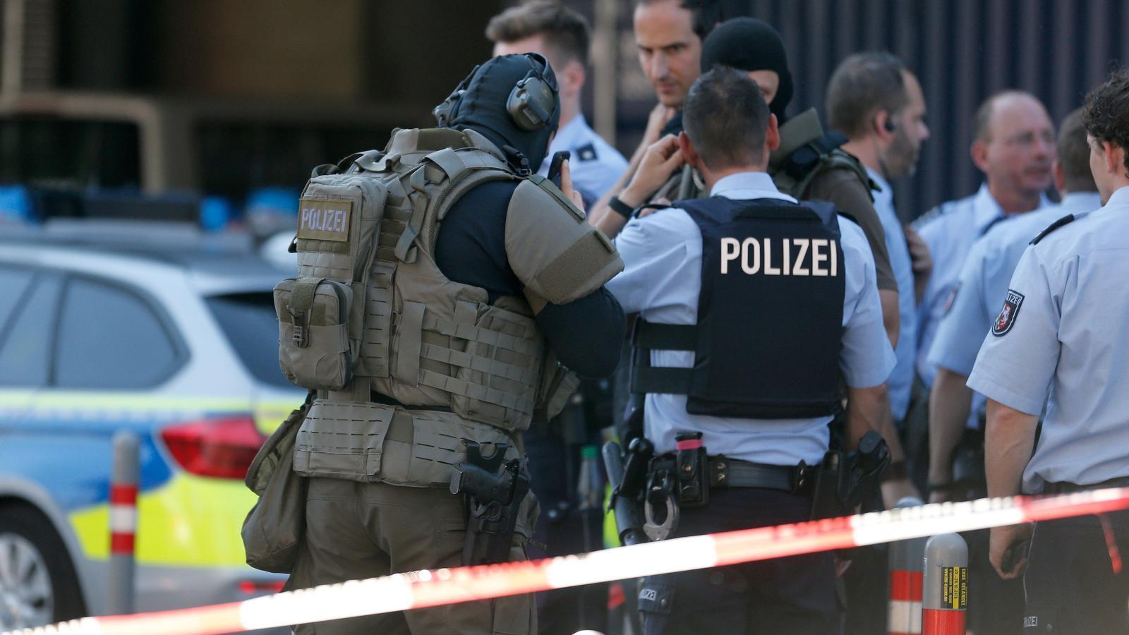 La policia redueix l'assaltant que havia retingut una dona a l'estació de tren de Colònia