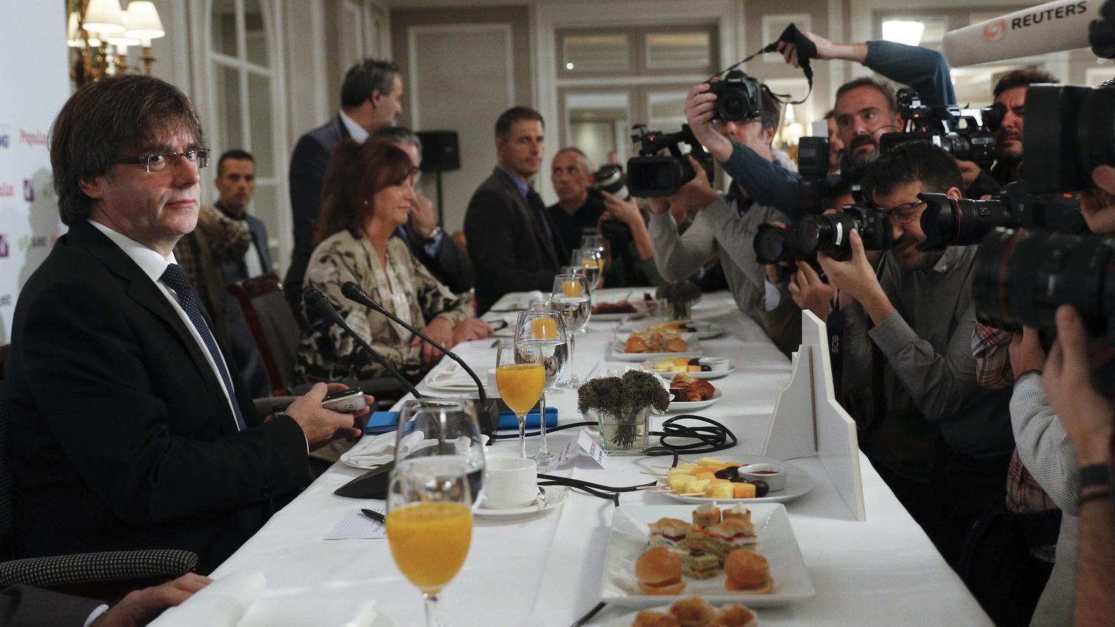 El president de la Generalitat, Carles Puigdemont, a la conferència d'aquest dilluns / JUAN CARLOS HIDALGO / EFE