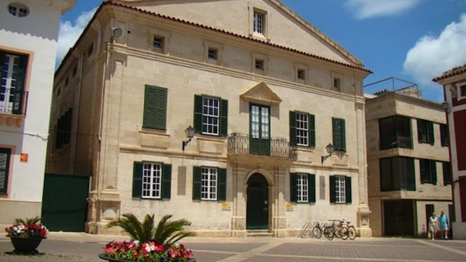 L'emblemàtic edifici, titularitat de l'Ajuntament de Maó lidera el projecte de préstec d'obres d'art.