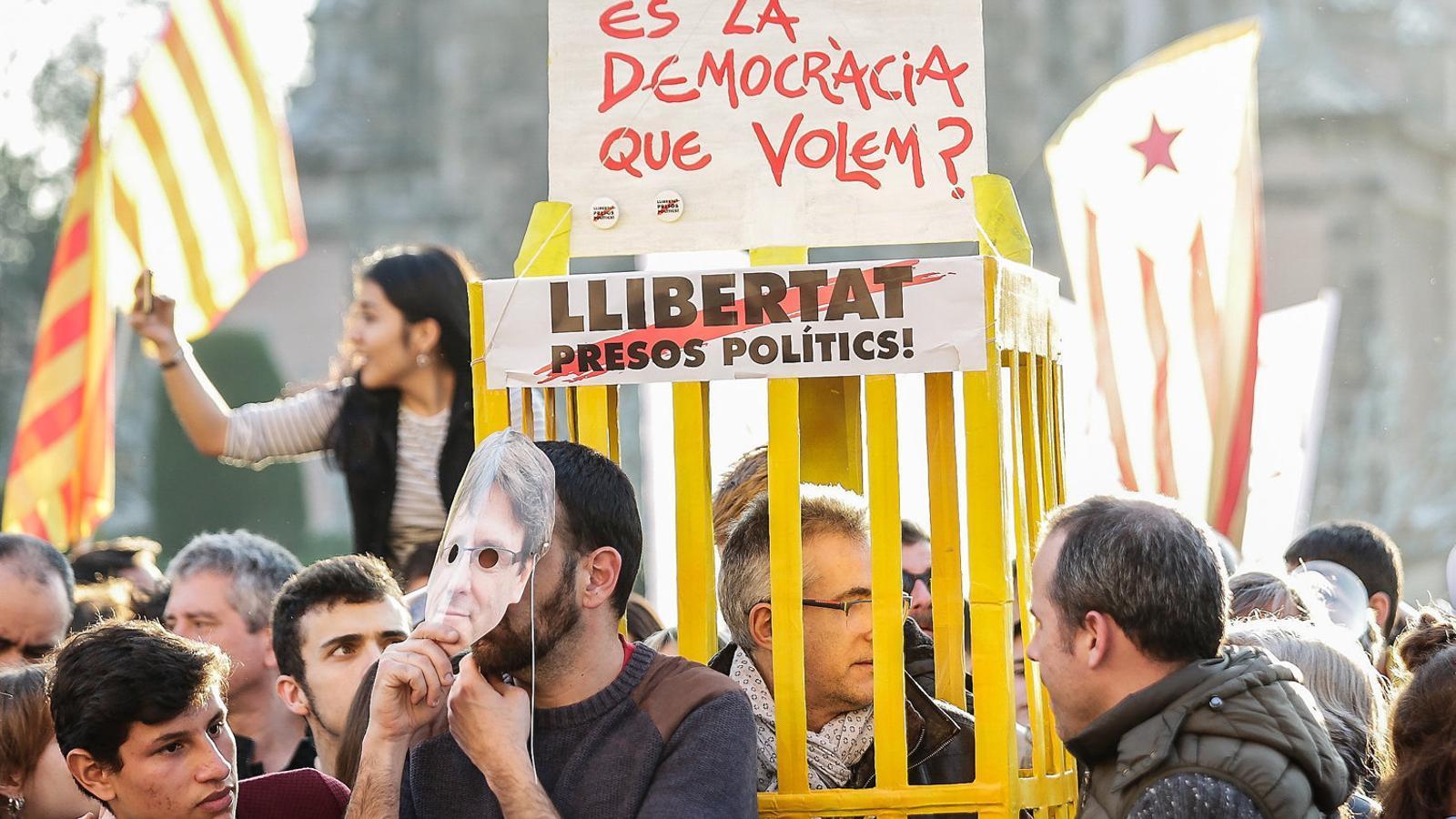 La política catalana,   En llibertat condicional