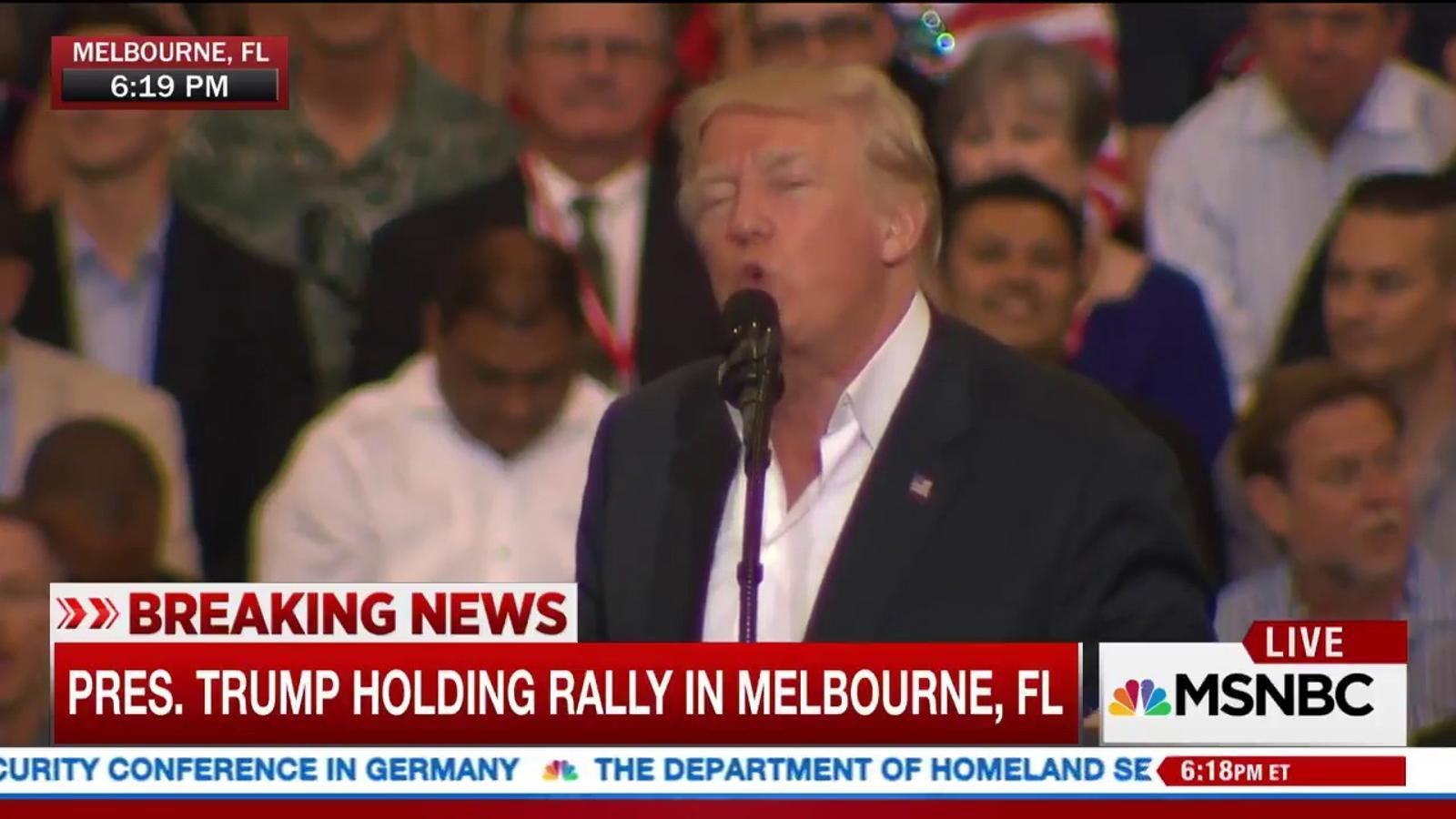 Vídeo del míting de Donald Trump parlant d'un atemptat que no ha existit a Suècia.