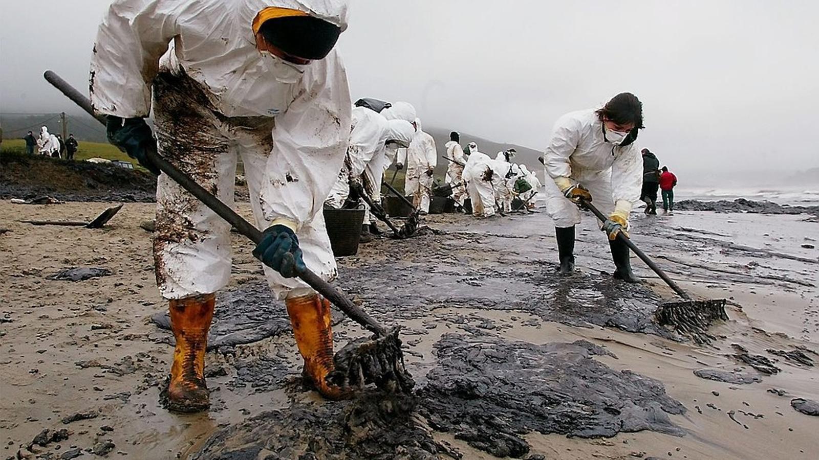 El 'Prestige': un desastre ecològic que va quedar impune