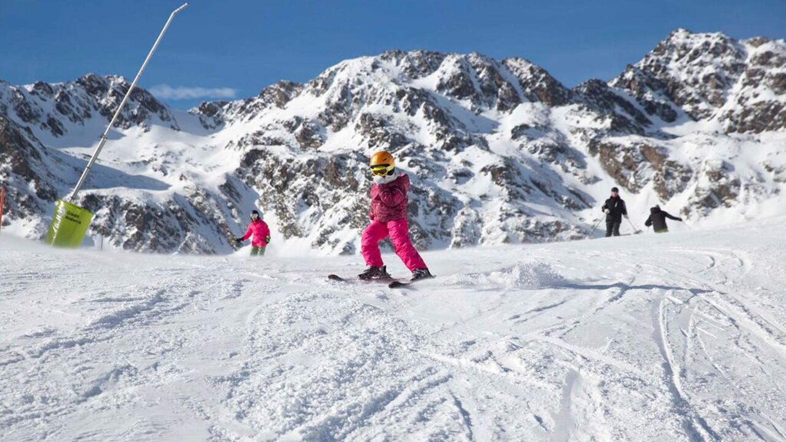 Esquiadors a les pistes d'Arcalís / Vallnord