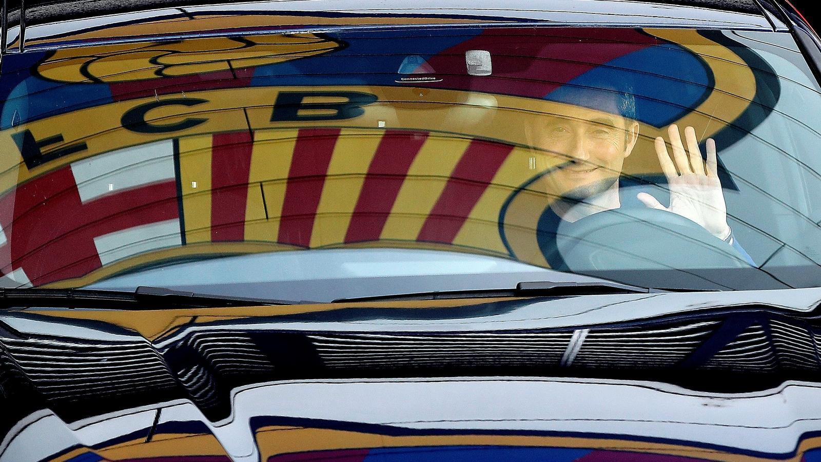Ernesto Valverde, sortint de la ciutat esportiva Joan Gamper
