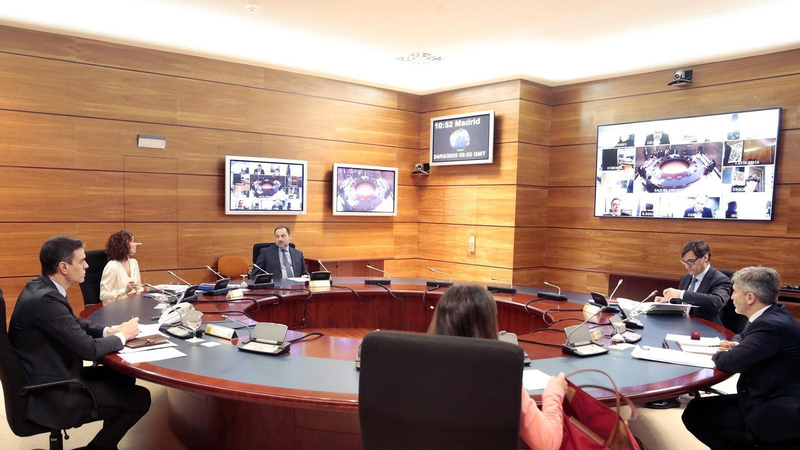 Reunió del consell de ministres aquest dimarts a la Moncloa, amb alguns ministres intervenint per videoconferència.