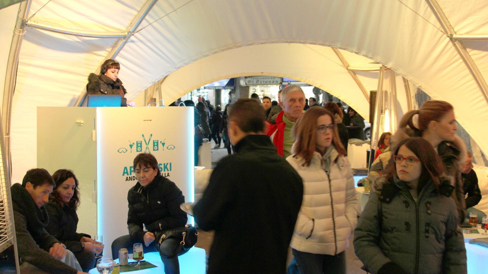 Envelat de l''après ski' a la plaça de la Rotonda d'Andorra la Vella, aquest dissabte