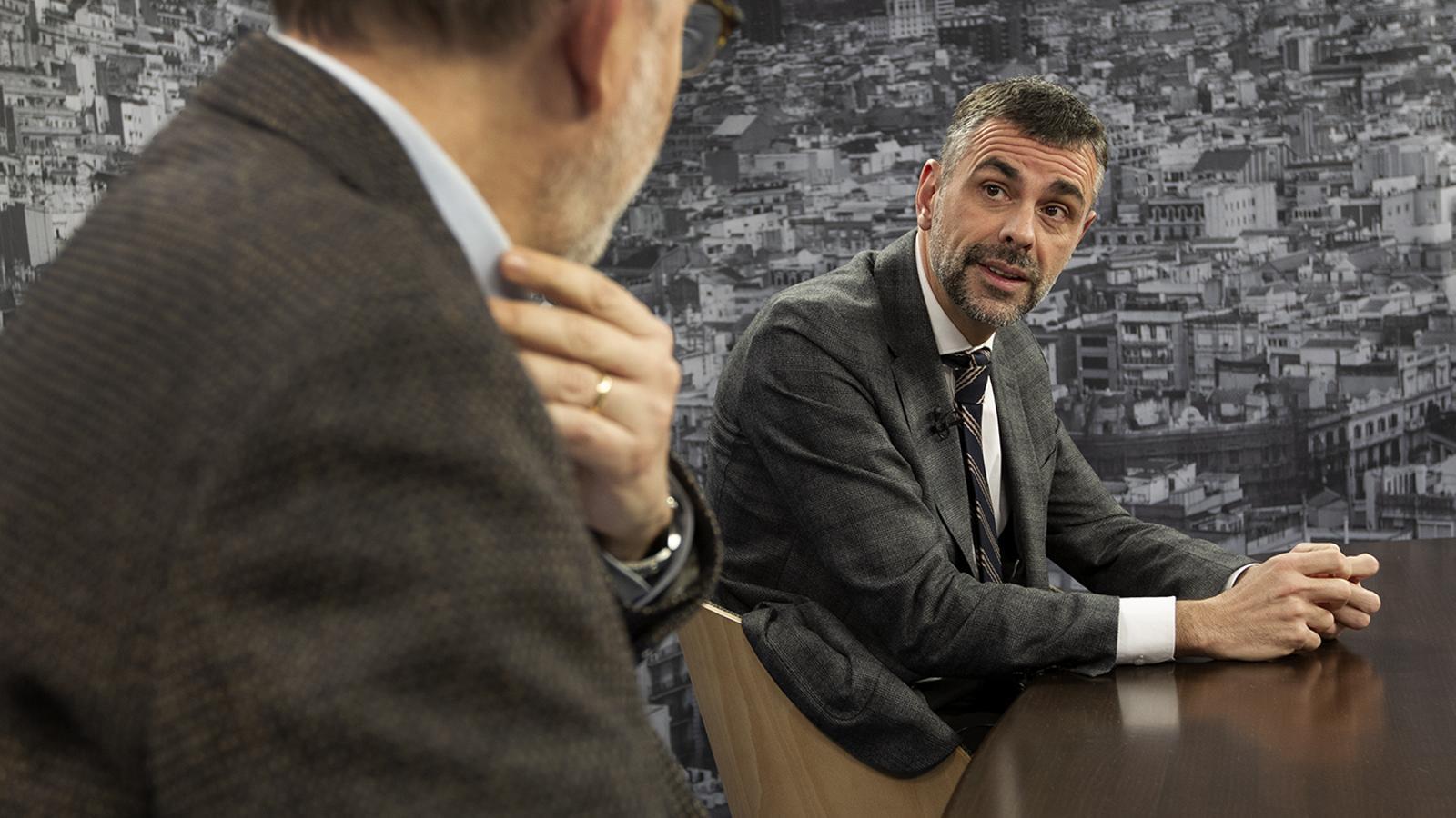 Antoni Bassas entrevista l'exconseller de la Generalitat Santi Vila al plató de l'ARA