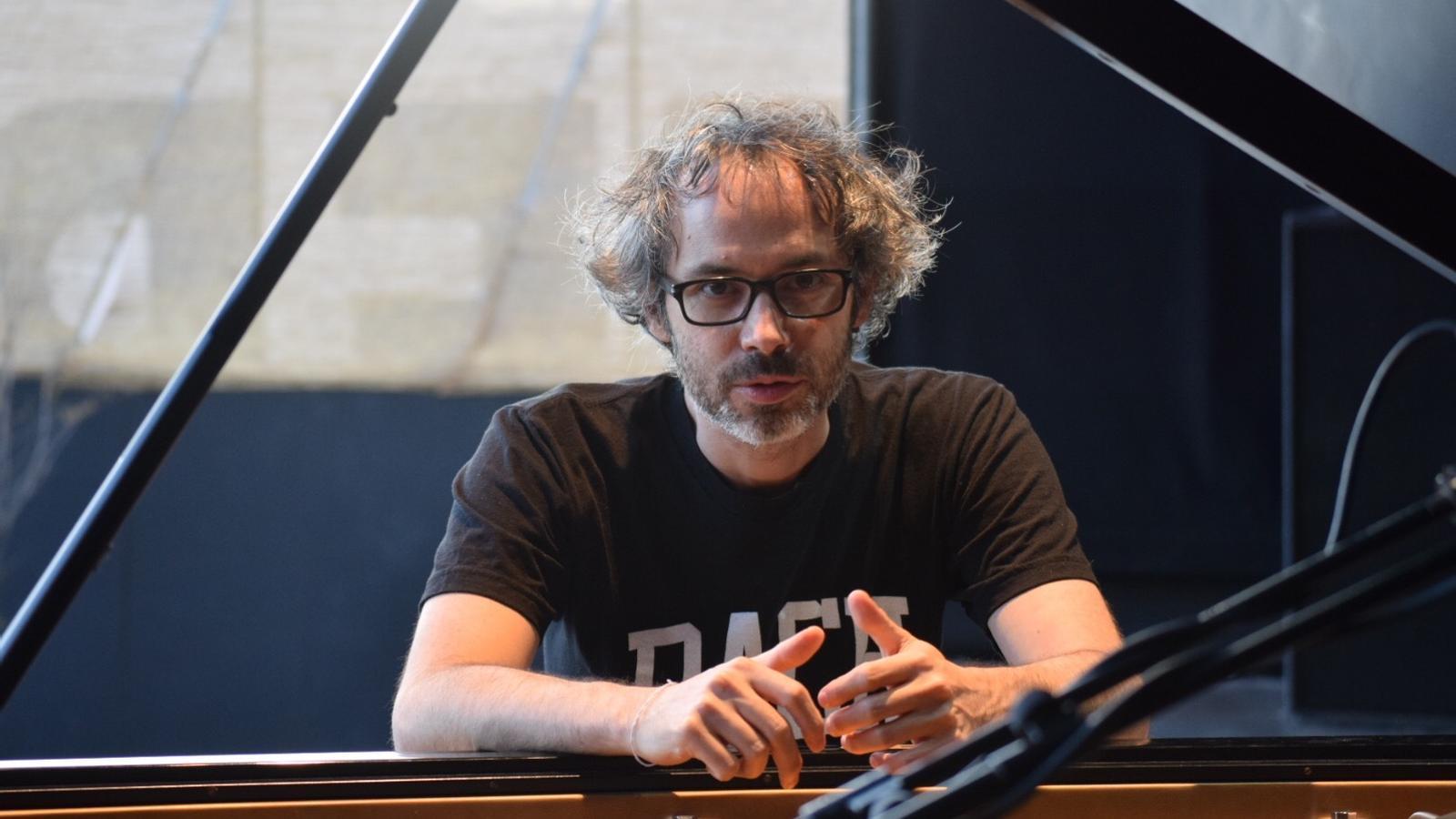 James Rhodes, que no va permetre fotos durant el concert, durant l'assaig a Sant Feliu