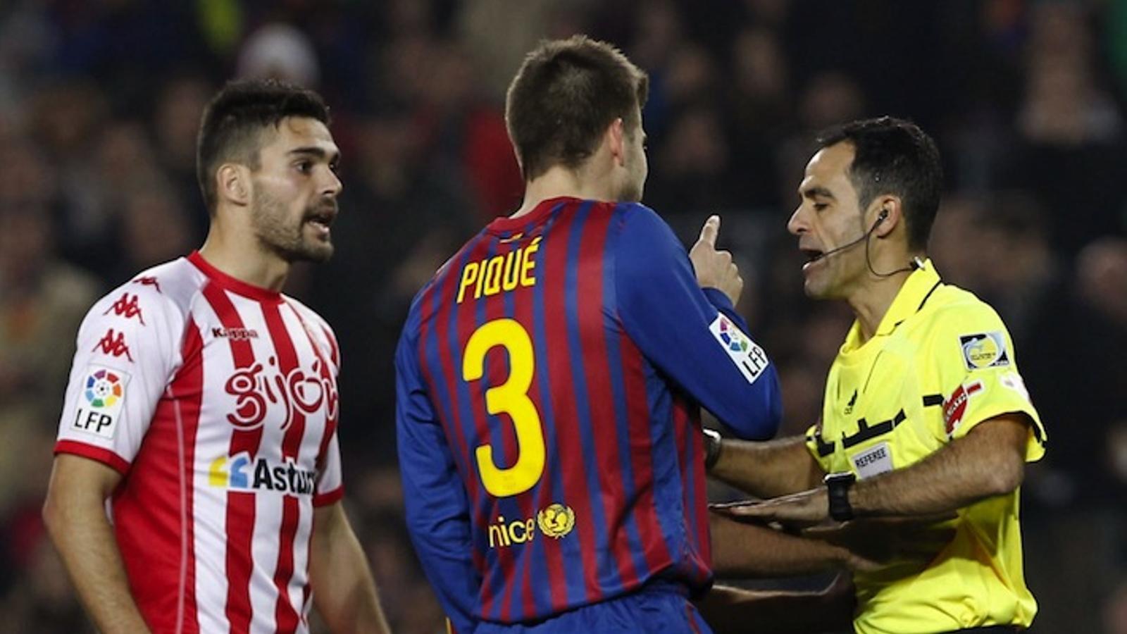 Gerard Piqué ha estat expulsat per Velasco Carballo / ALBERT OLIVÉ / EFE