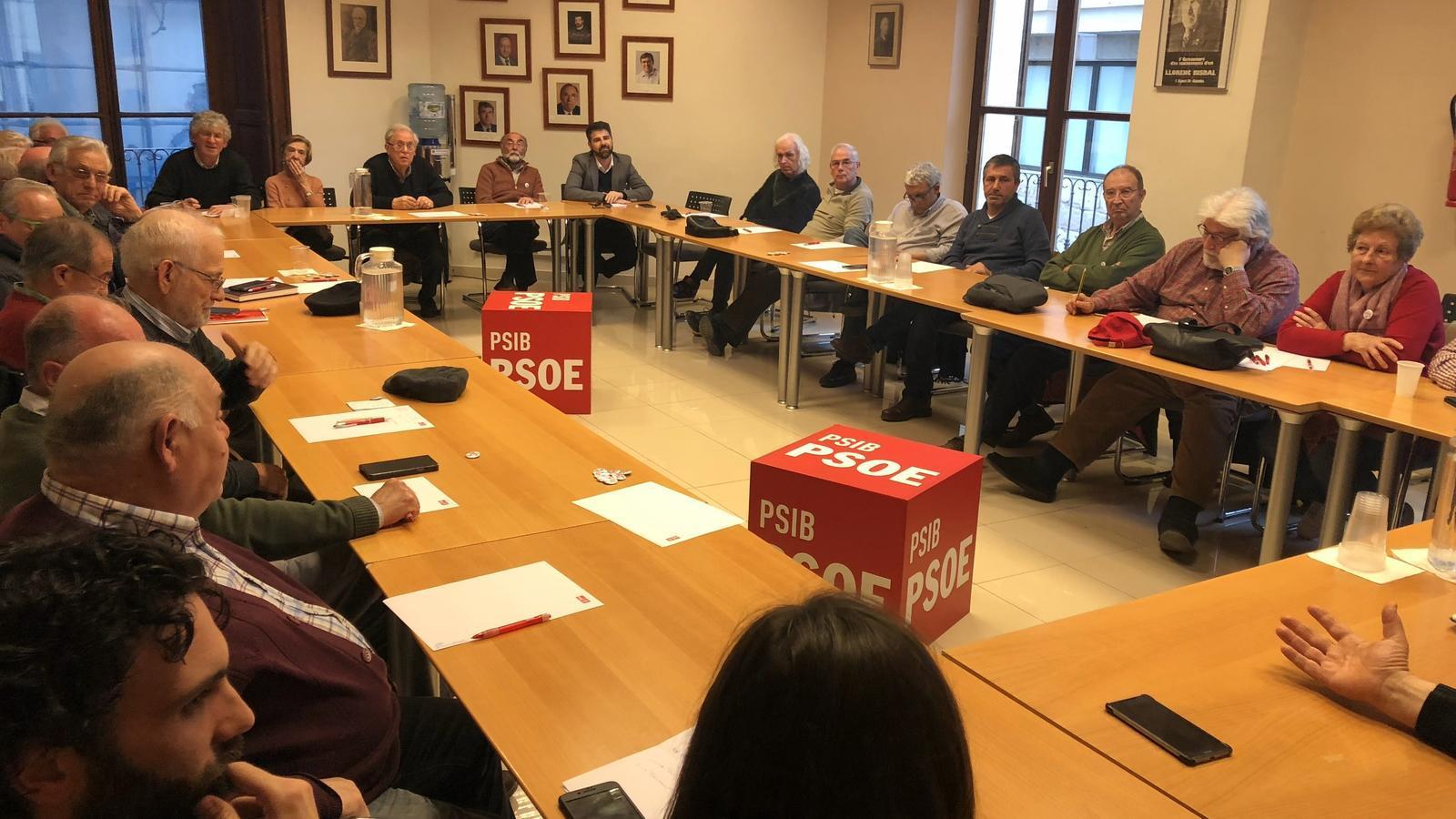 Uns 40 militants han assistit a la primera reunió del Grup d'Actius Socialistes.