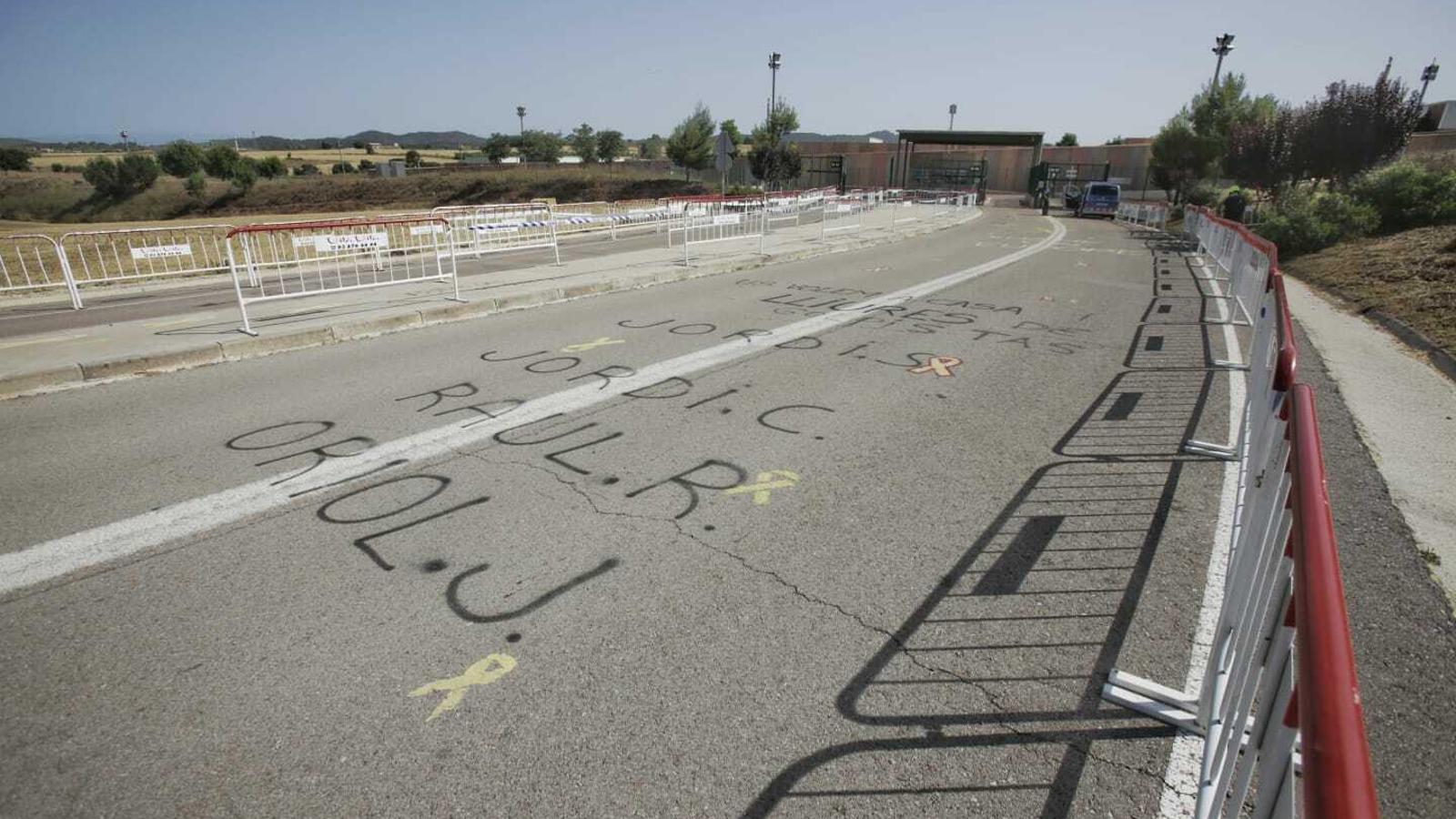 Imatge de la via d'entrada a la presó de Lledoners