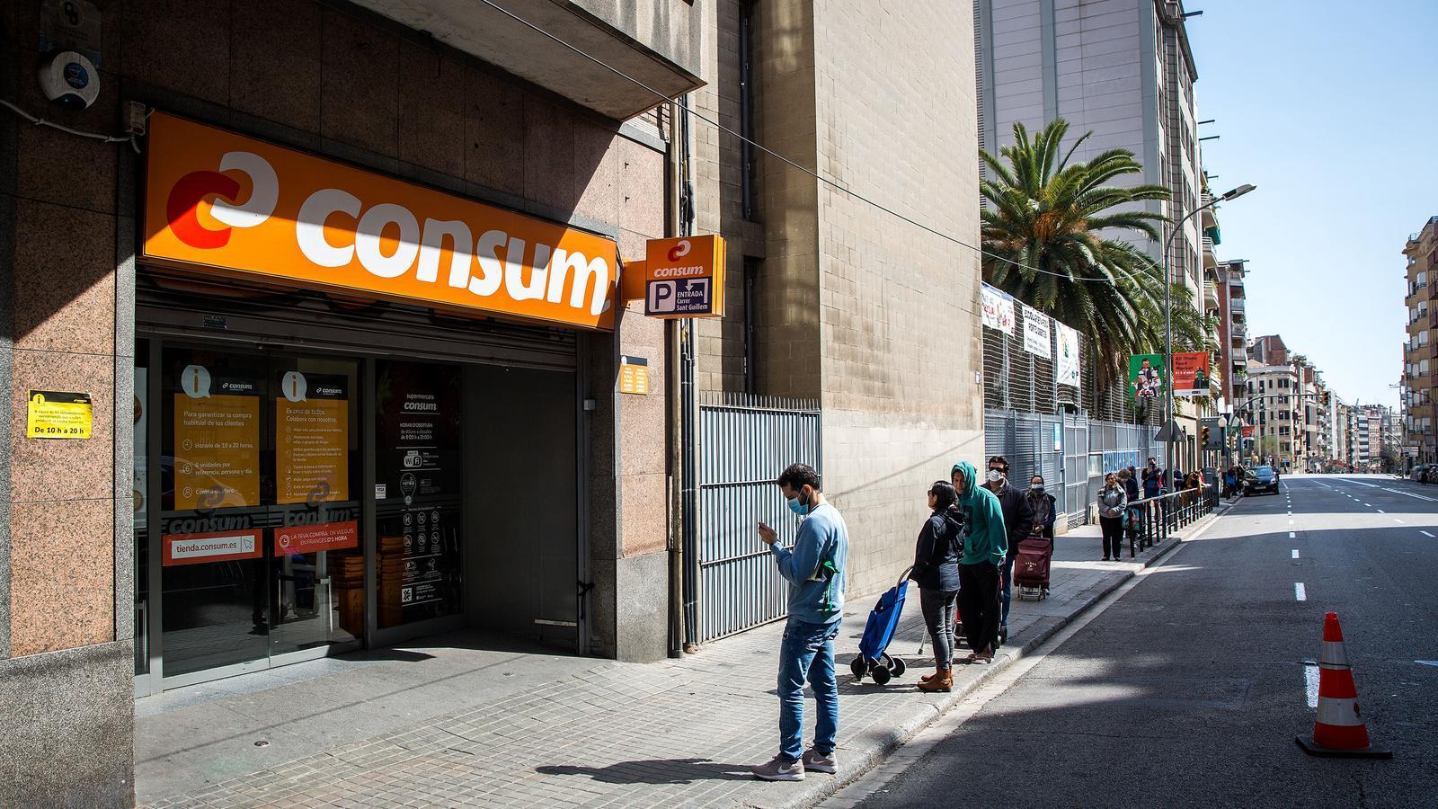 Els Mossos recomanen anar a comprar només un cop a la setmana