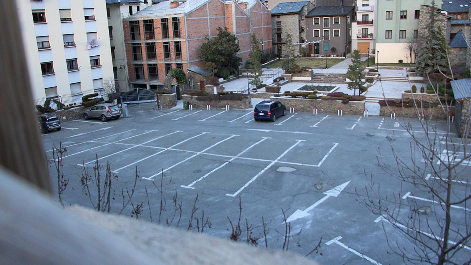 L'actual pàrquing, privat, a tocar de Casa de la Vall. / M. M. (ANA)