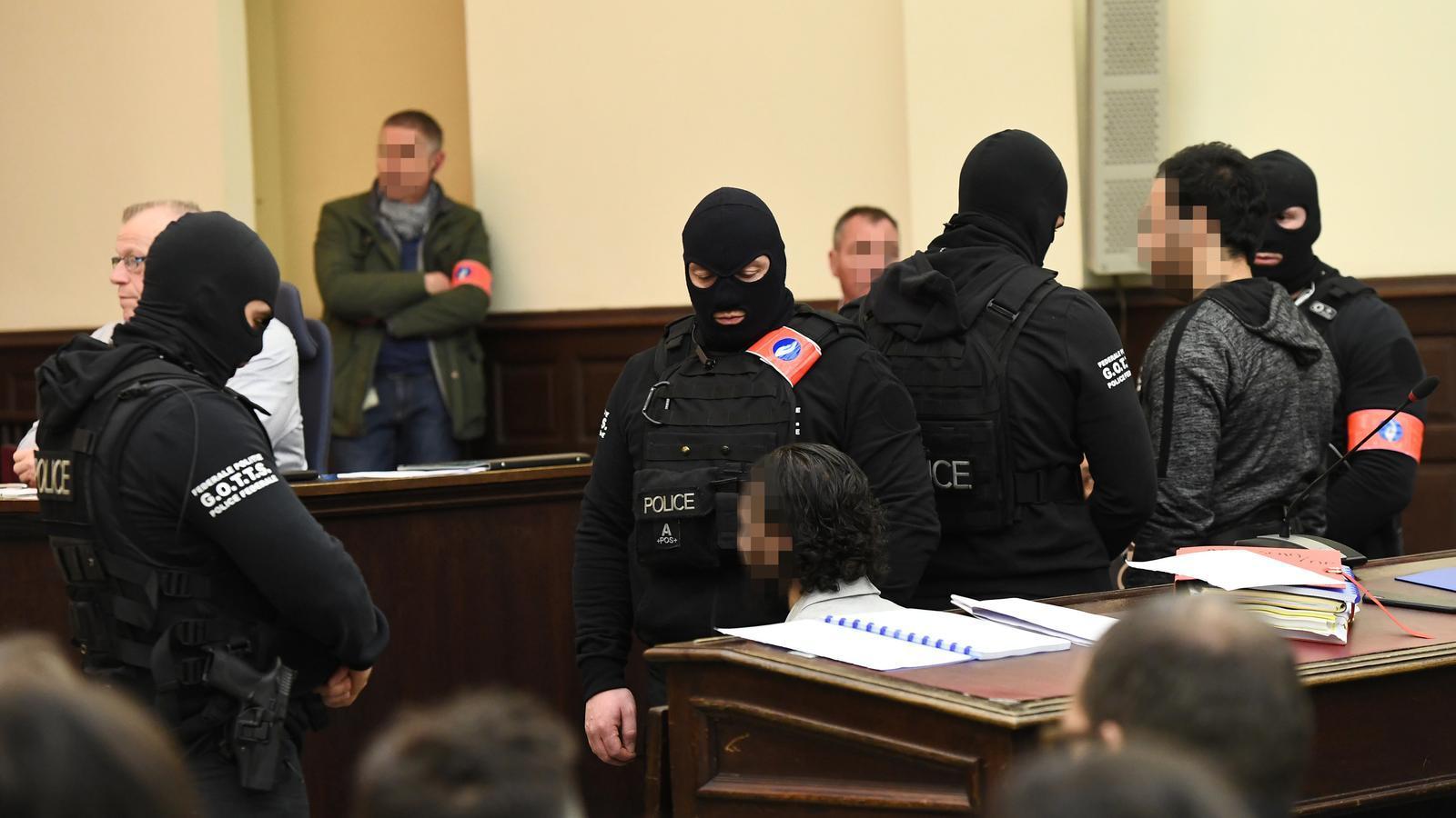 Salah Abdeslam en el judici. El seu advocat no han permès que se'n difonguin imatges. / EMMANUEL DUNAND / REUTERS