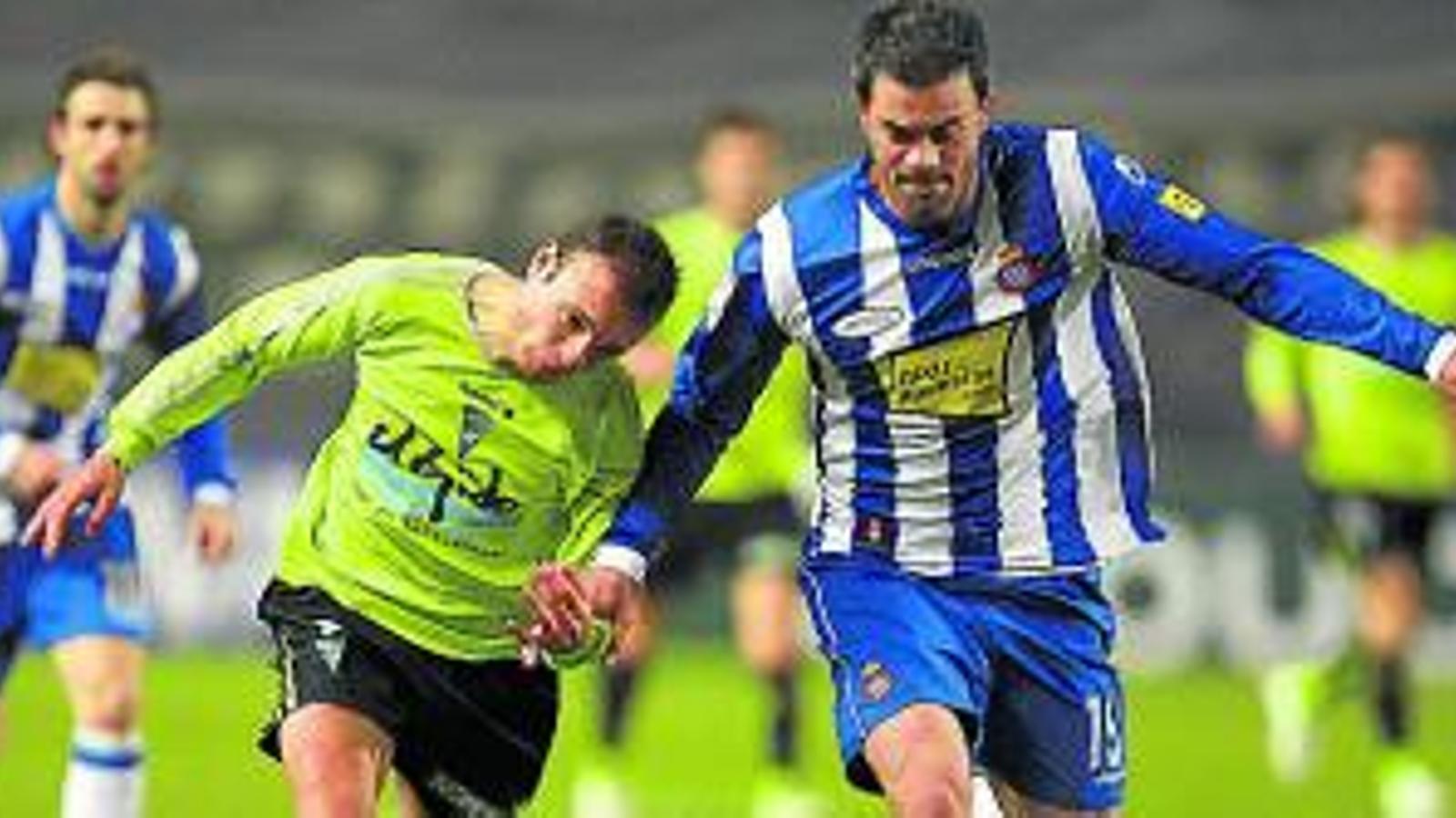 Marc Torrejón va obrir el camí del primer equip a Víctor Ruiz, com pot tornar a passar ara. / ALBERTO ESTÉVEZ / EFE