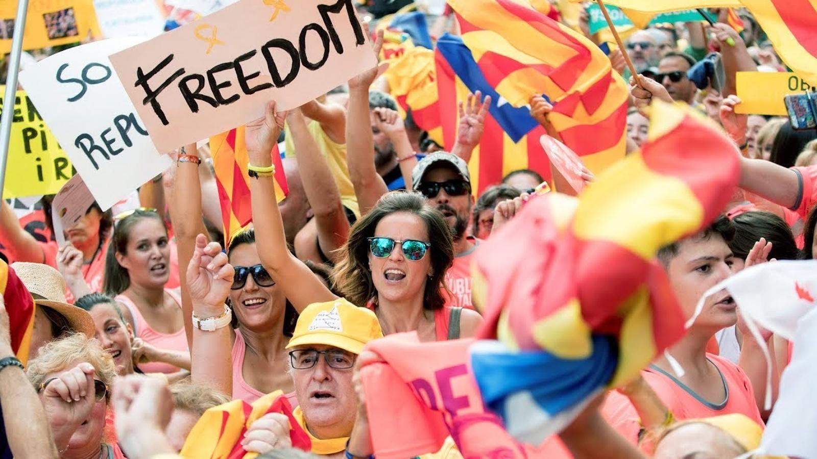 """""""Demanem llibertat, democràcia, respecte i dignitat"""""""