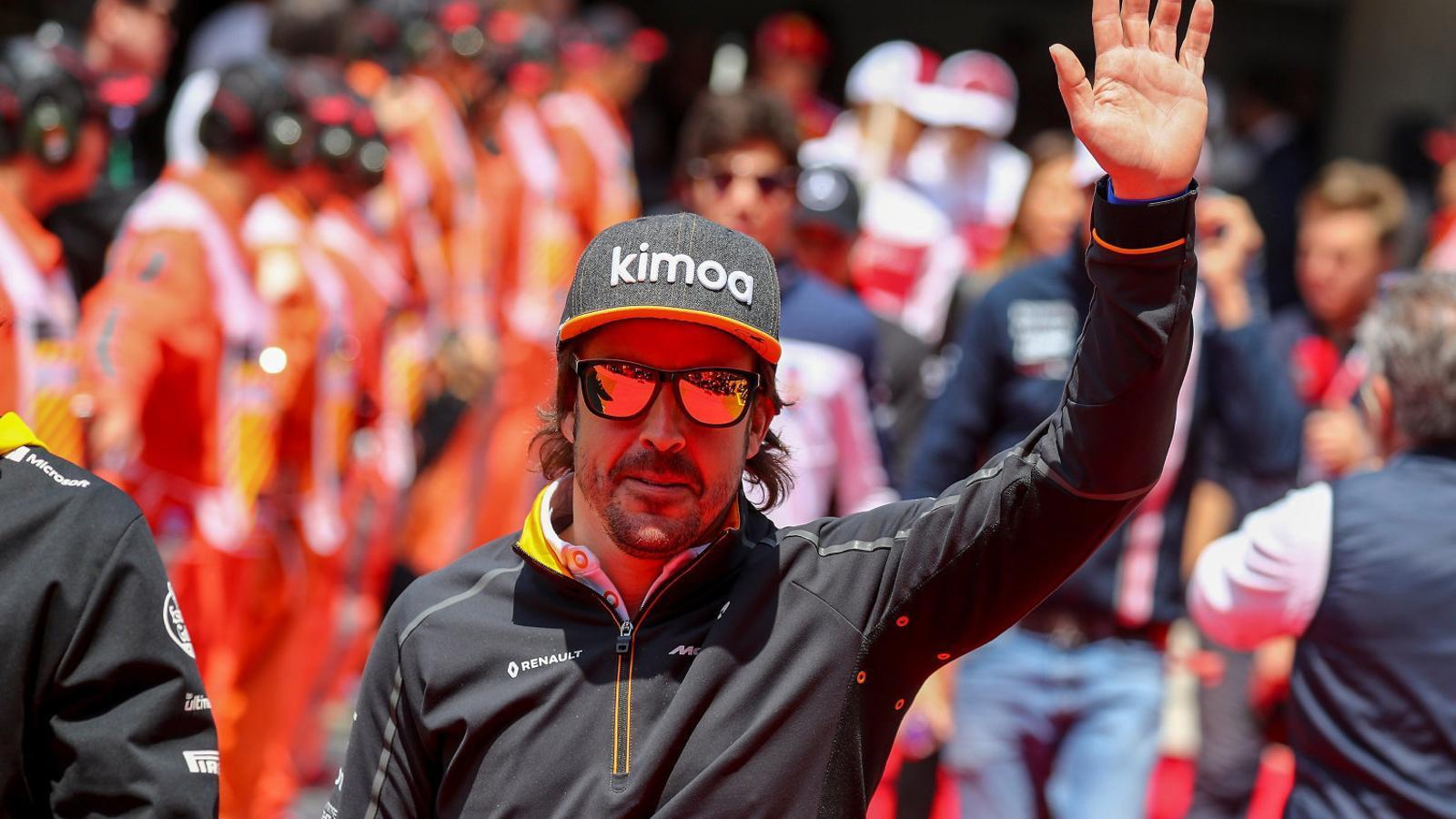 Fernando Alonso comença a mirar-se la vida pel retrovisor
