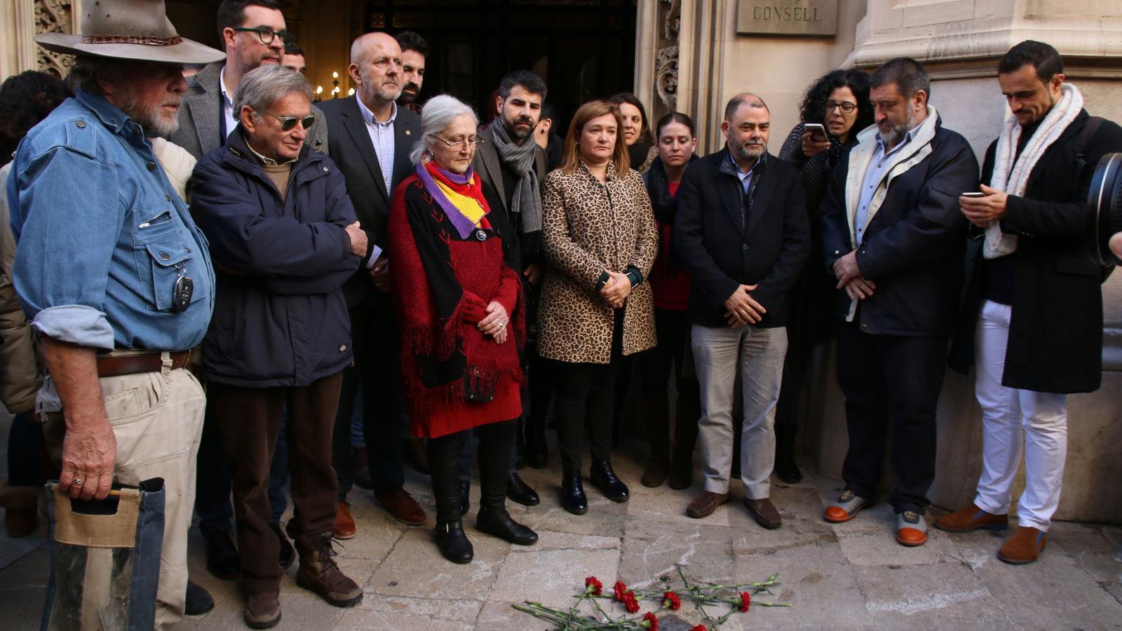 Un dels néts d'Emili Darder, Ferran Cano, presencia l'acte de col·locació de la pedra Stolpersteine en homenatge a Emili Darder