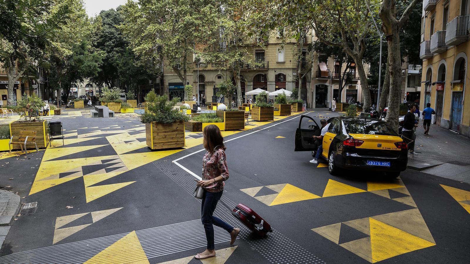 Barcelona pone en marcha el plan para pacificar una de cada tres calles del Eixample en diez años