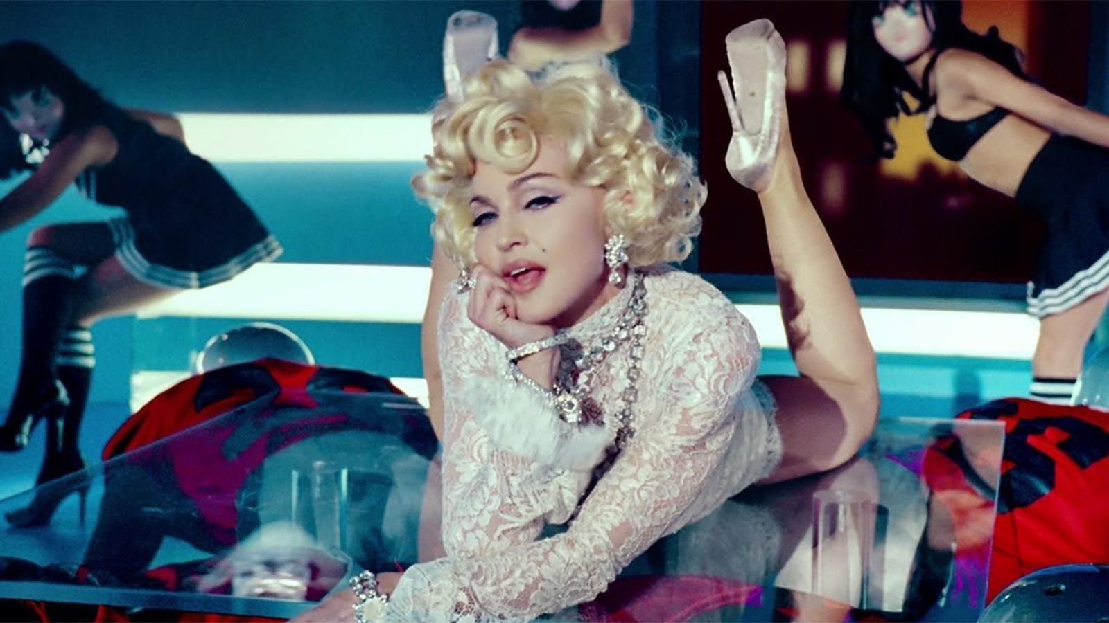 Videoclip de 'Give me all your luvin'',  de Madonna