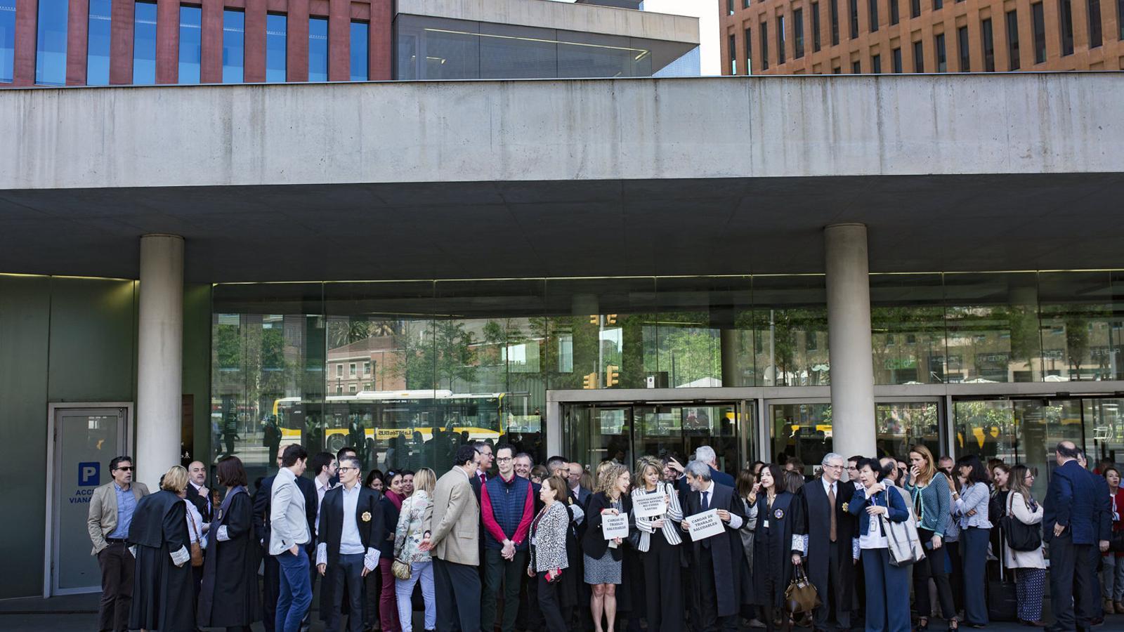 La concentració de dijous passat durant l'aturada parcial d'una hora a la Ciutat de la Justícia de Barcelona i l'Hospitalet.