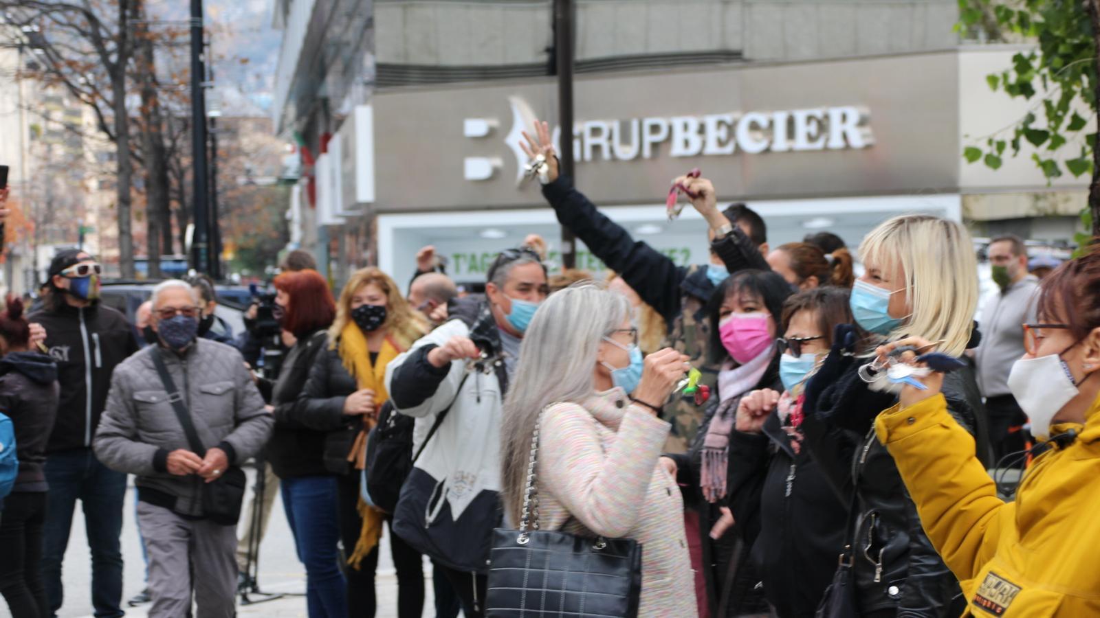 Concentració de protesta de la restauració davant del Govern