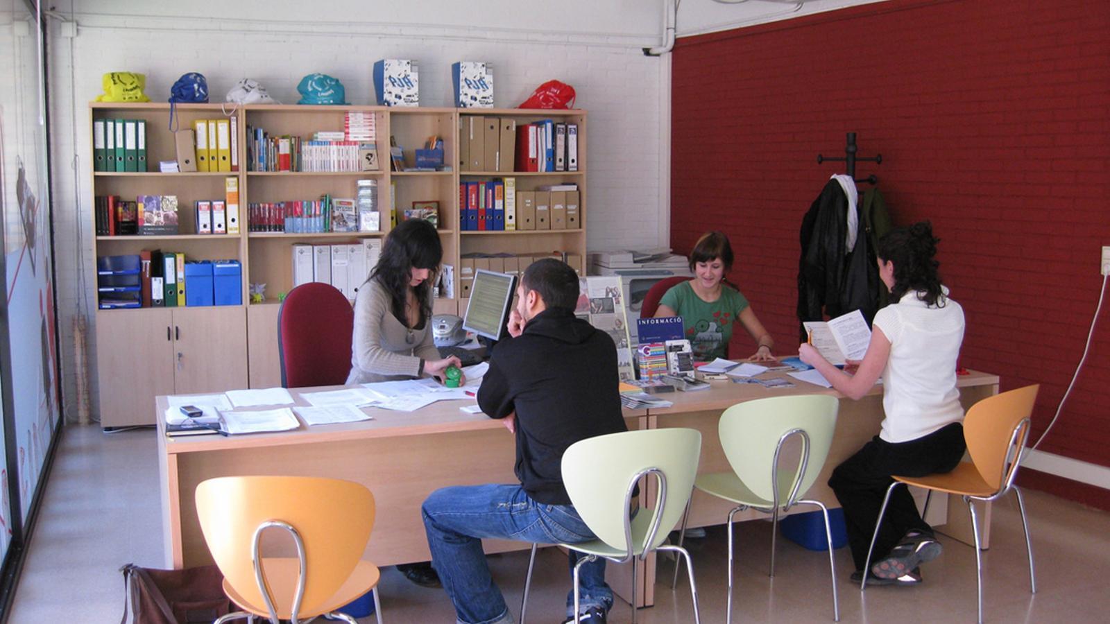 Els aturats de la seu rebran les ofertes laborals d 39 andorra for Oficina jove de treball