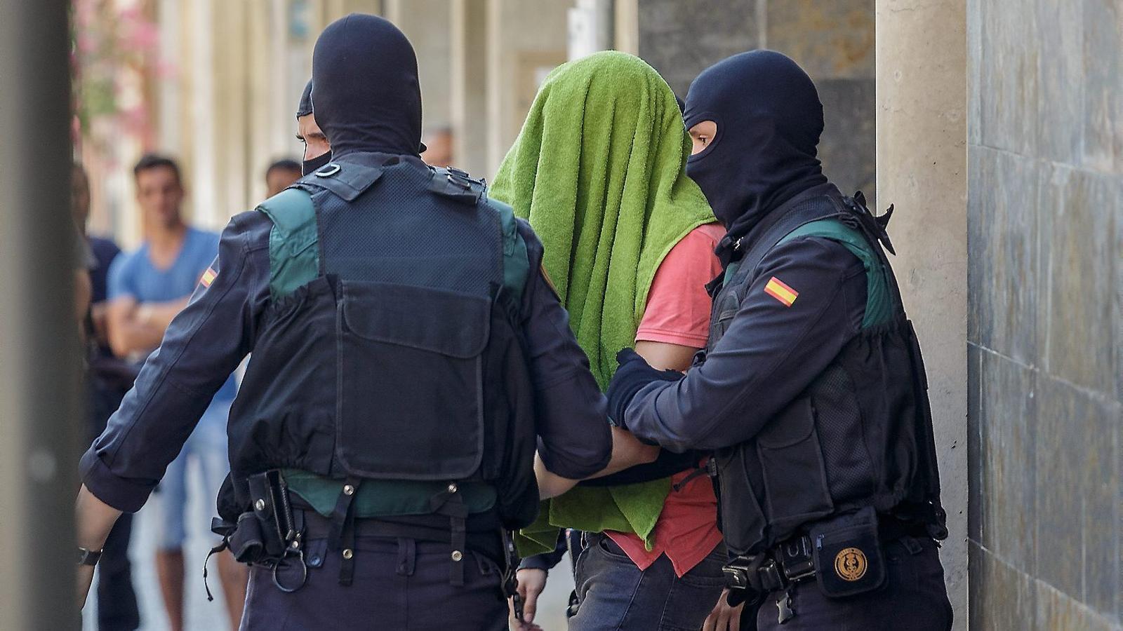 De patir la mort d'un germà a Síria a enviar diners a l'Estat Islàmic