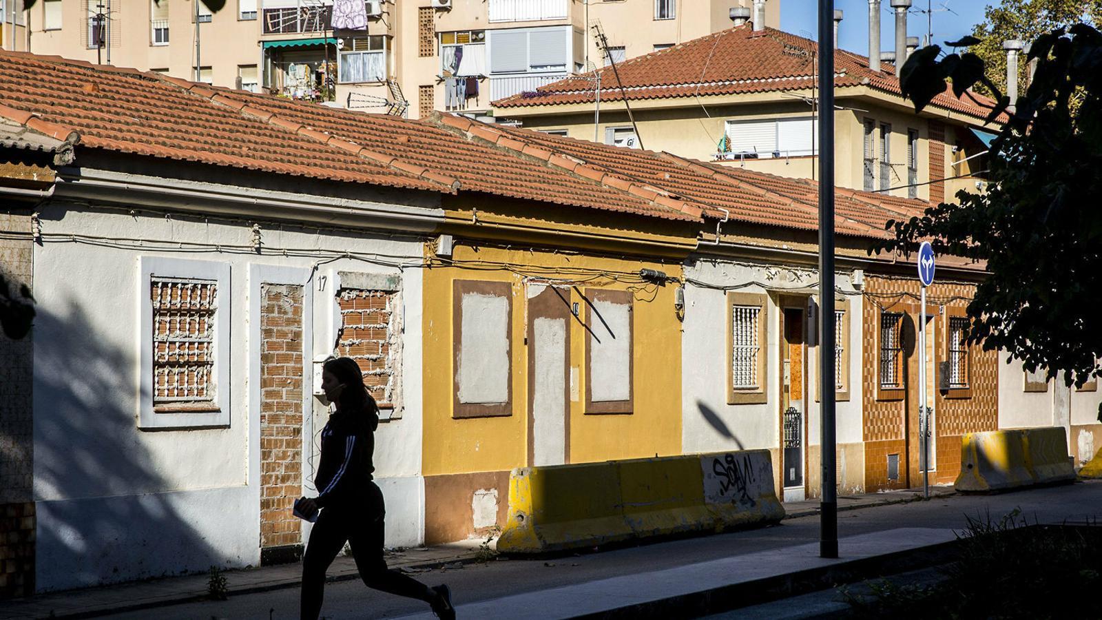 Les Cases Barates del Bon Pastor, al carrer Bellmunt d'aquest barri barceloní.