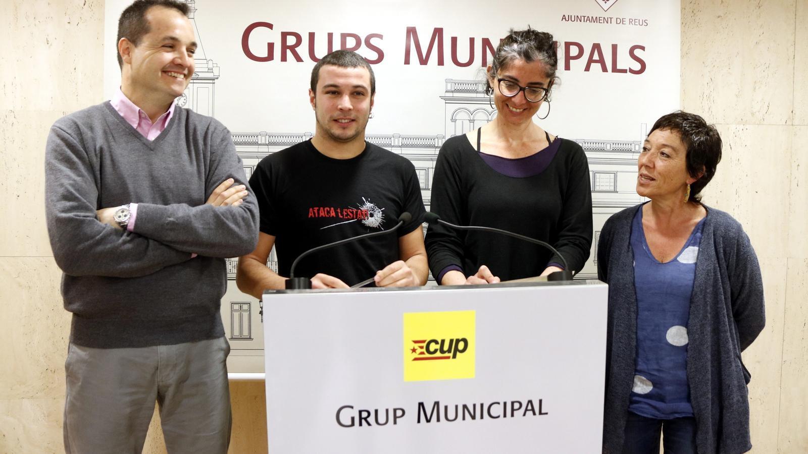 Els regidors de la CUP a Reus, en una fotografia d'abril del 2017, inclosa Mariona Quadrada, a la dreta de la imatge